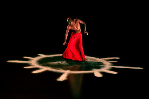 """""""Kotéba"""", un solo de danse de Seydou Boro"""