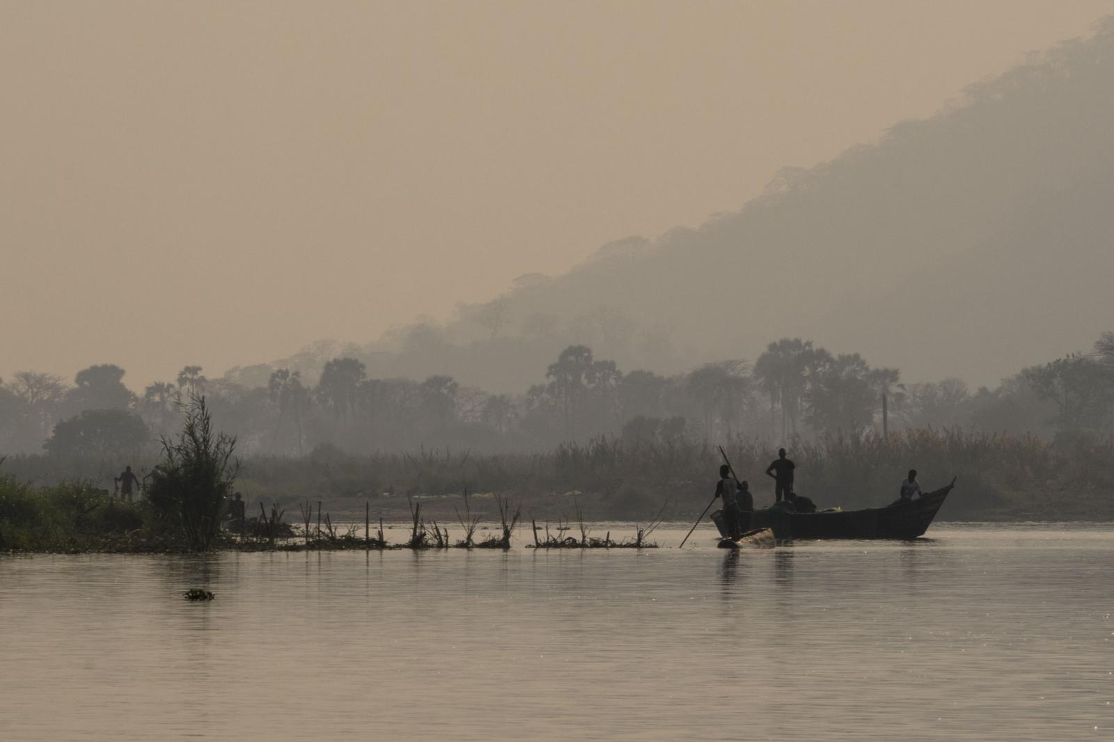 Photography image - Loading 1_DSC03521_Early_Morning_on_the_Shire_River.jpg