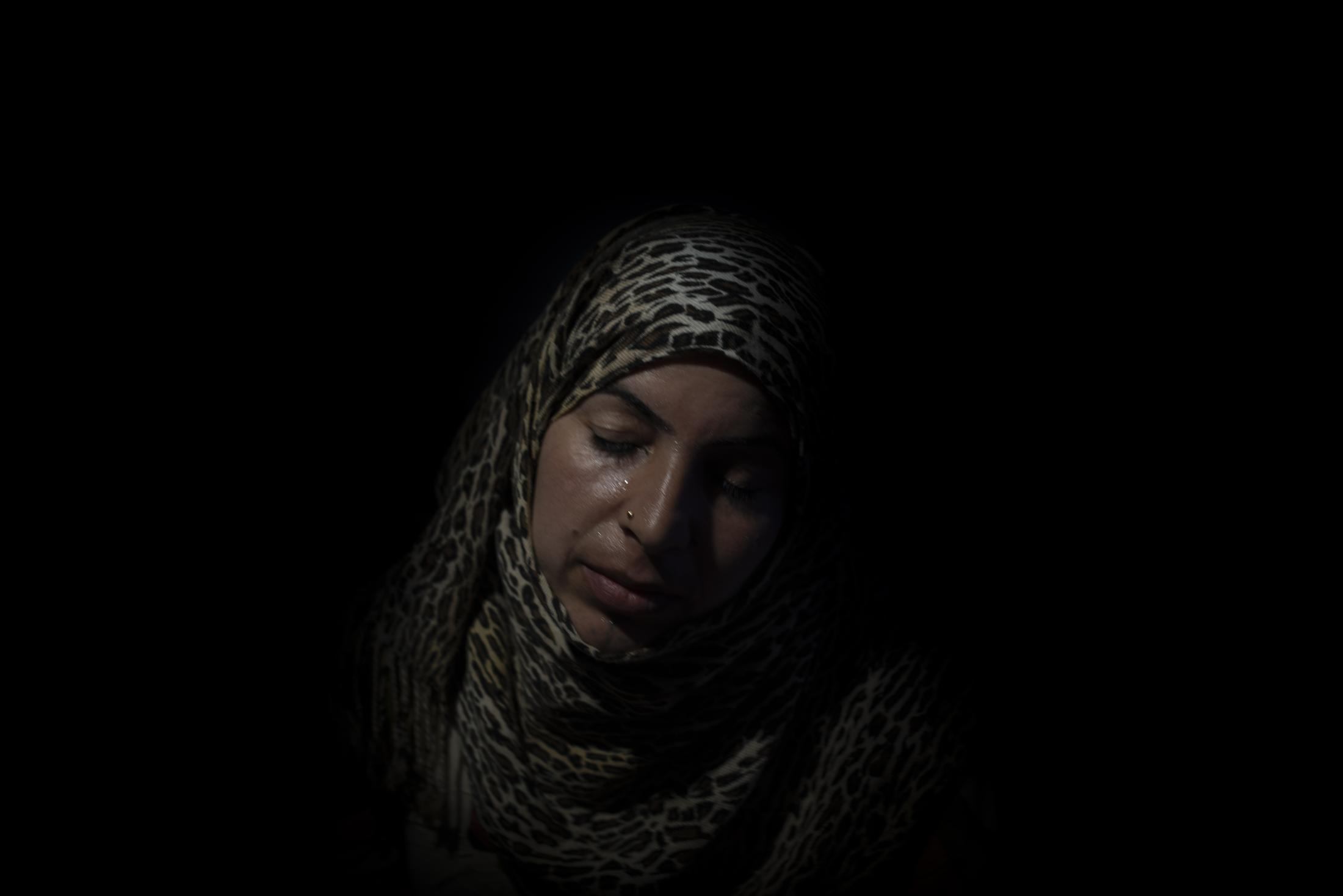 """Alia Abderrazaz 28, left Tel Tamer in October and has just arrived in Washokani refugee camp from Hassaka. This mother of four says that they have lost all their belongings. """"Erdogan would have never attacked us if he was afraid of God, but he´s not."""" After the withdrawal of US troops from northern Syria in October 2019, Turkey launched an offensive against the predominantly Kurdish areas in the northeast of the country along Islamist forces. Calls for war crimes investigations into the conduct of Ankara-backed militias are mounting ever since. (Andoni Lubaki / Euskal Fondoa)"""