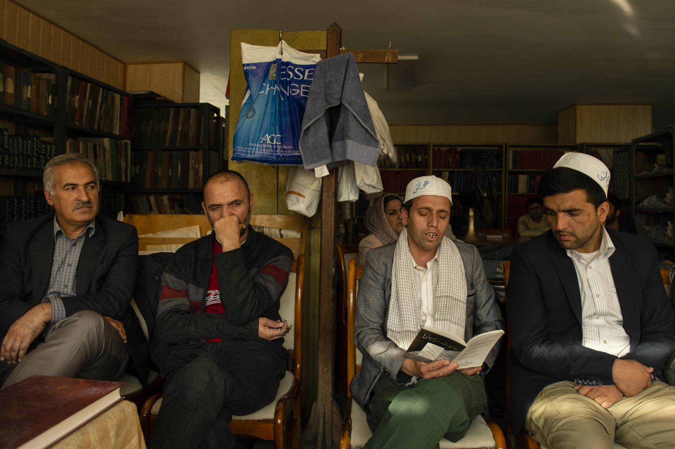 KABUL     10/16/19   One of participants recites and sings one of Haidari Wojoodi's poem.