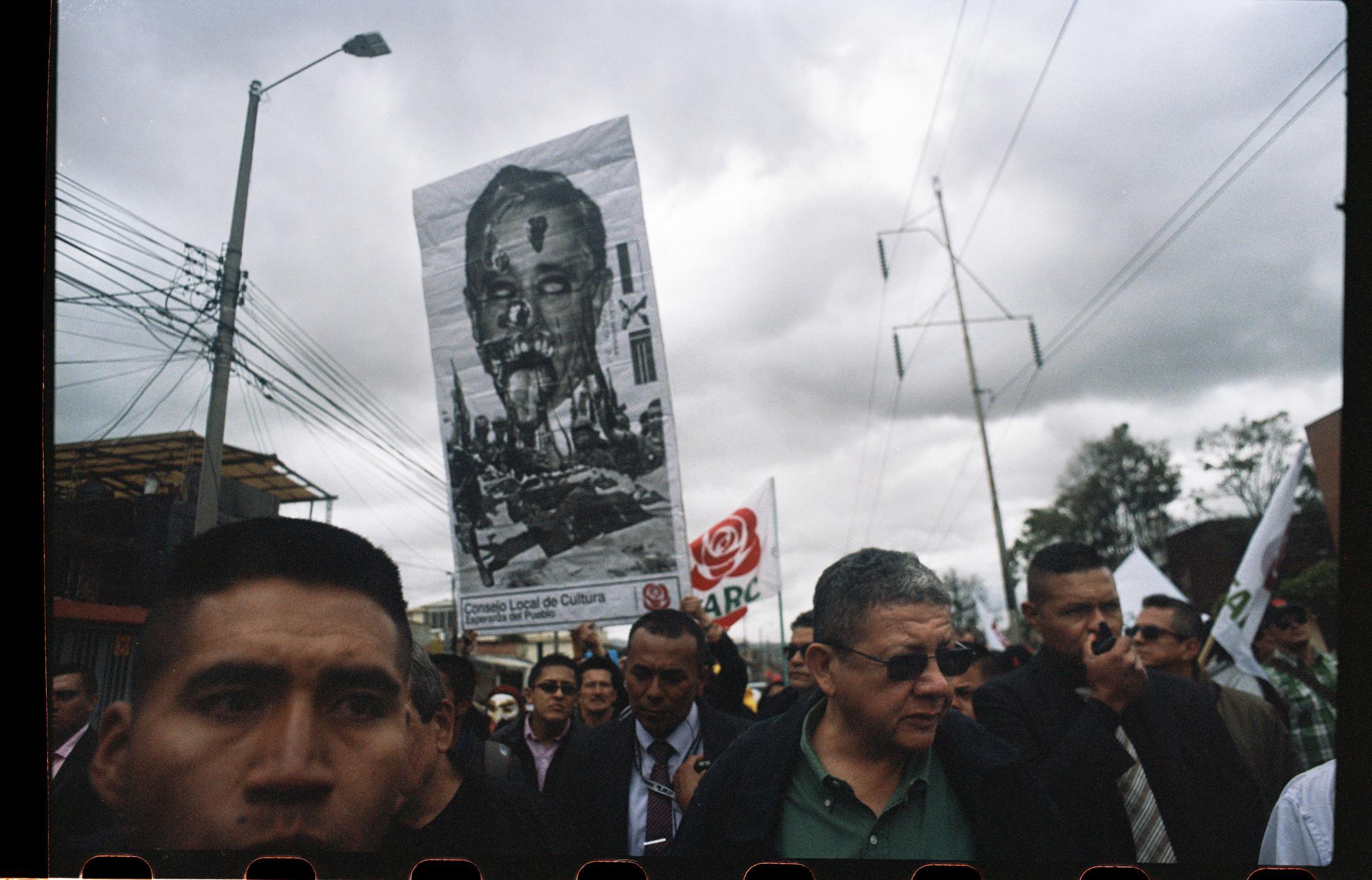 Pablo Catatumbo y miembros del partido FARC marchan en protesta por el asesinato de líderes sociales durante una de las manifestaciones de oposición el día de la posesión del presidente Iván Duque. A enero de 2020 son más de 180 antiguos combatientes los que han sido asesinados en medio del conflicto que aún sacude al país.