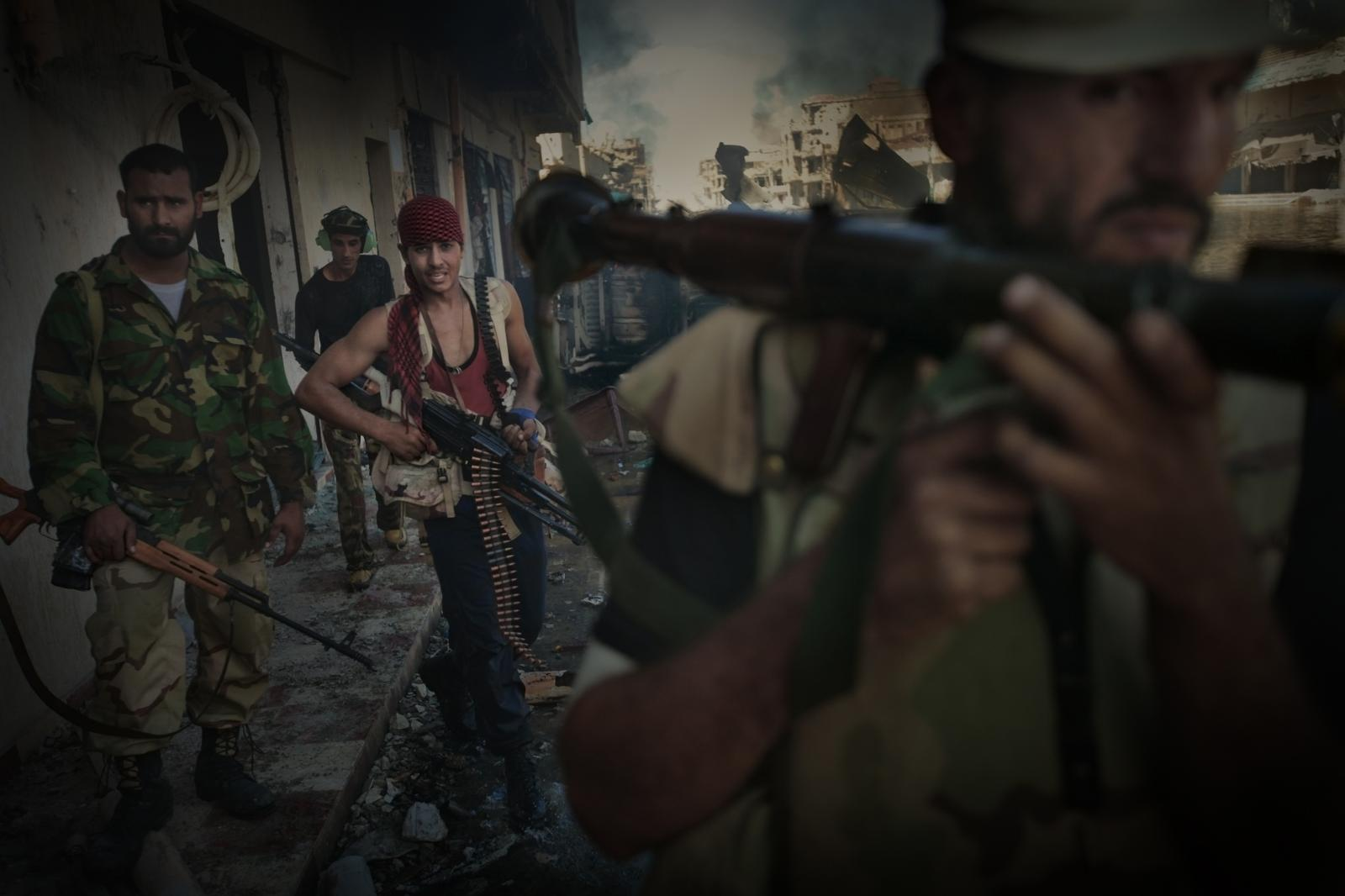 Fighters in Sirte, a city destroyed by the bombings. Years later, it would become one of the capitals of the ISIS caliphate (2011).