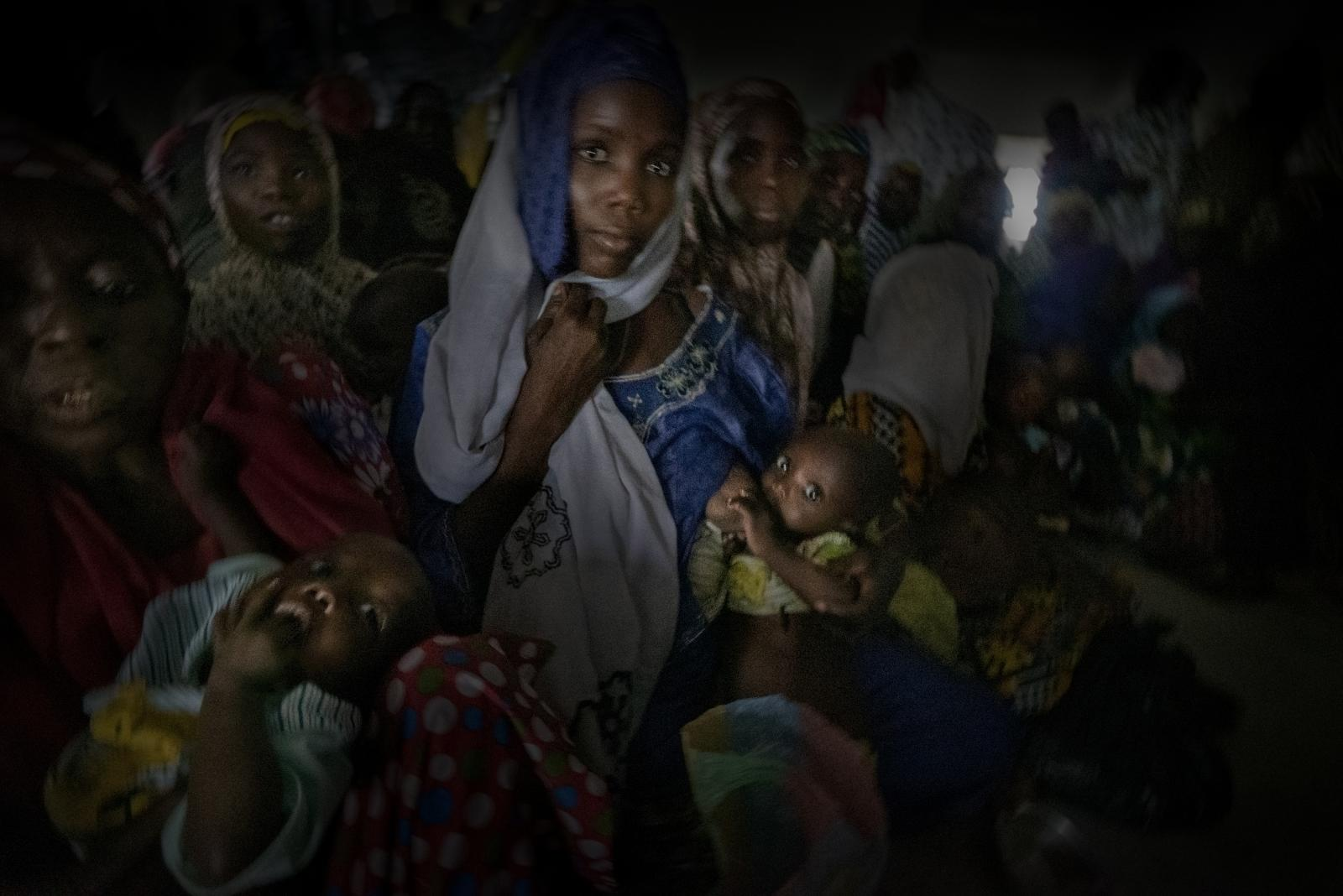 A woman feeds her child in a health centre in Borno. A large number of people here suffer from acute malnutrition due to the severe humanitarian crisis caused by the violence unleashed by the Boko Haram terrorist organisation (Nigeria).