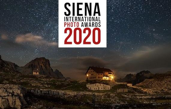 "A picture from ""Ni rei ni por"" is placed among those of the participants admitted to the final stage of the Siena International Photo Awards competition."