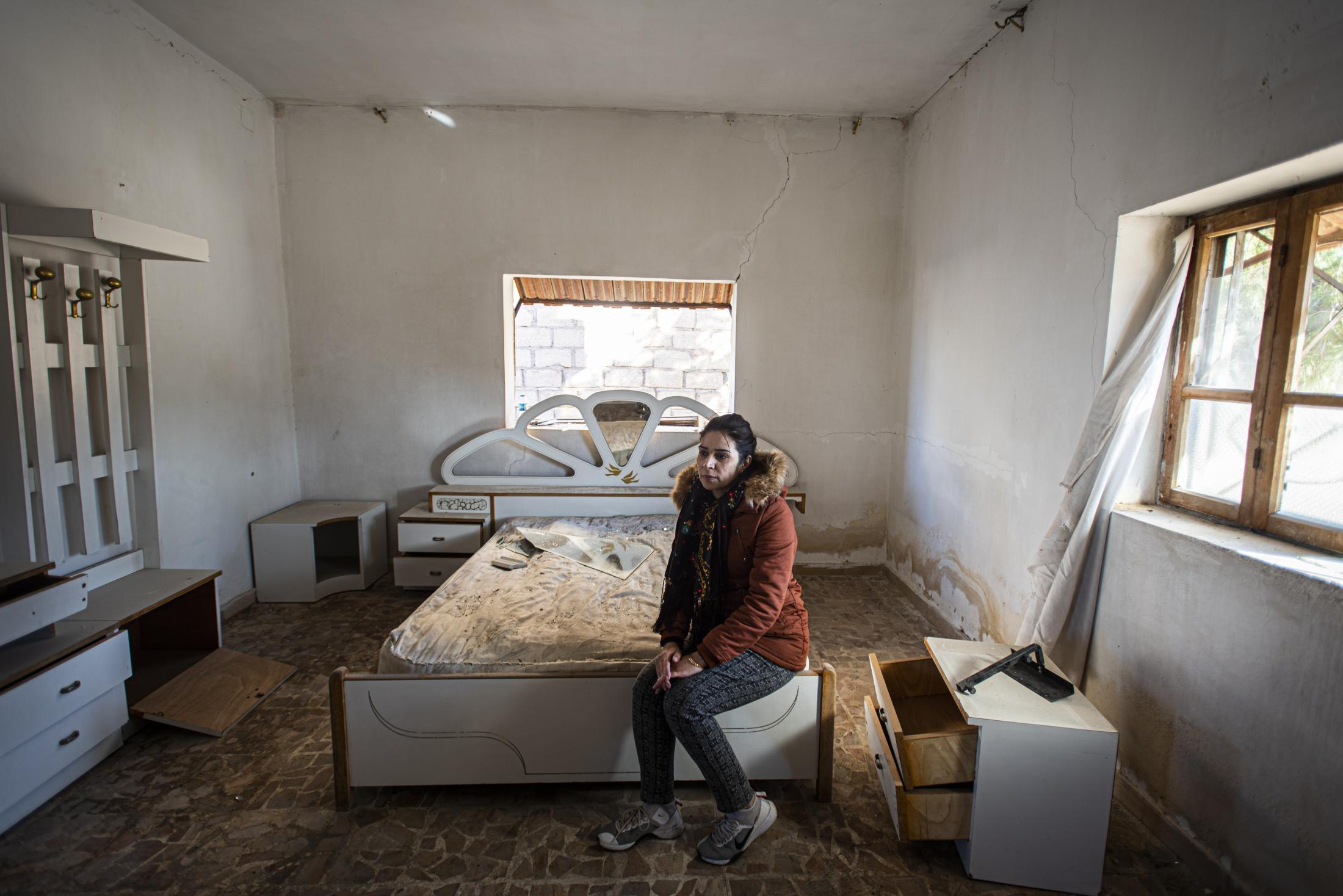 Yihan, a Serekaniye refugee, inside a destroyed room in a house on the frontline of XXXX .After the withdrawal of US troops from northern Syria in October 2019, Turkey launched an offensive against the predominantly Kurdish areas in the northeast of the country along Islamist forces. Calls for war crimes investigations into the conduct of Ankara-backed militias are mounting ever since. (Andoni Lubaki / Euskal Fondoa)