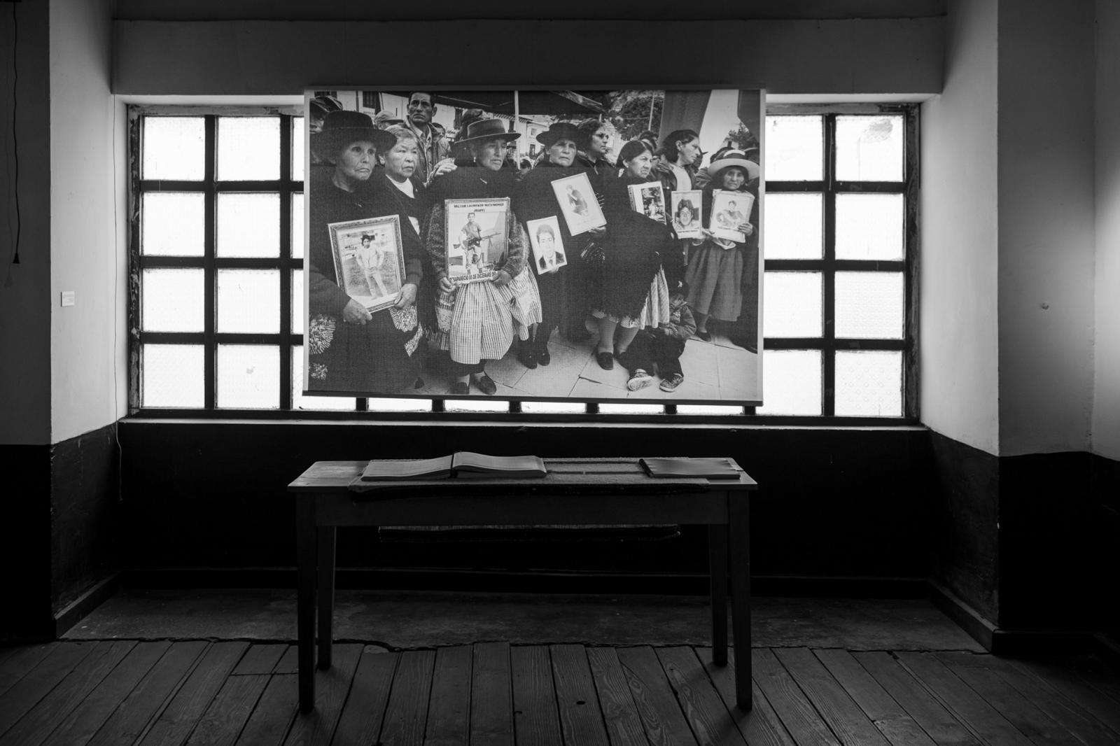"""Museo de la Memoria """"Para que no se repita de la asociación de familiares de desaparecidos, ANFASEP """". Espacio que relata los las causas y consecuencias del conflicto armado interno de los años 1980-2000, la lucha por la búsqueda de los desaparecidos y la dignificación de las víctimas."""