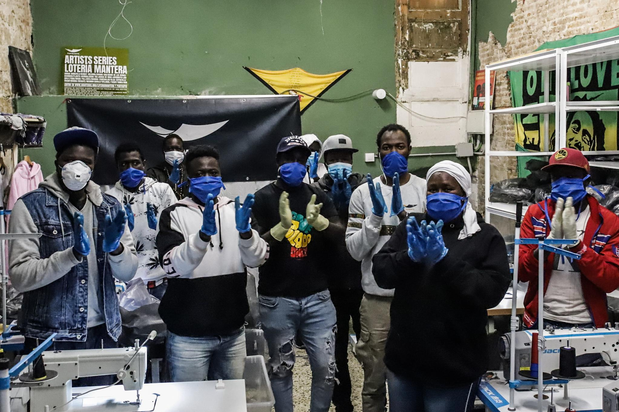 Top manta honor medical Spanish health professionals fighting in the front line against Coronavirus