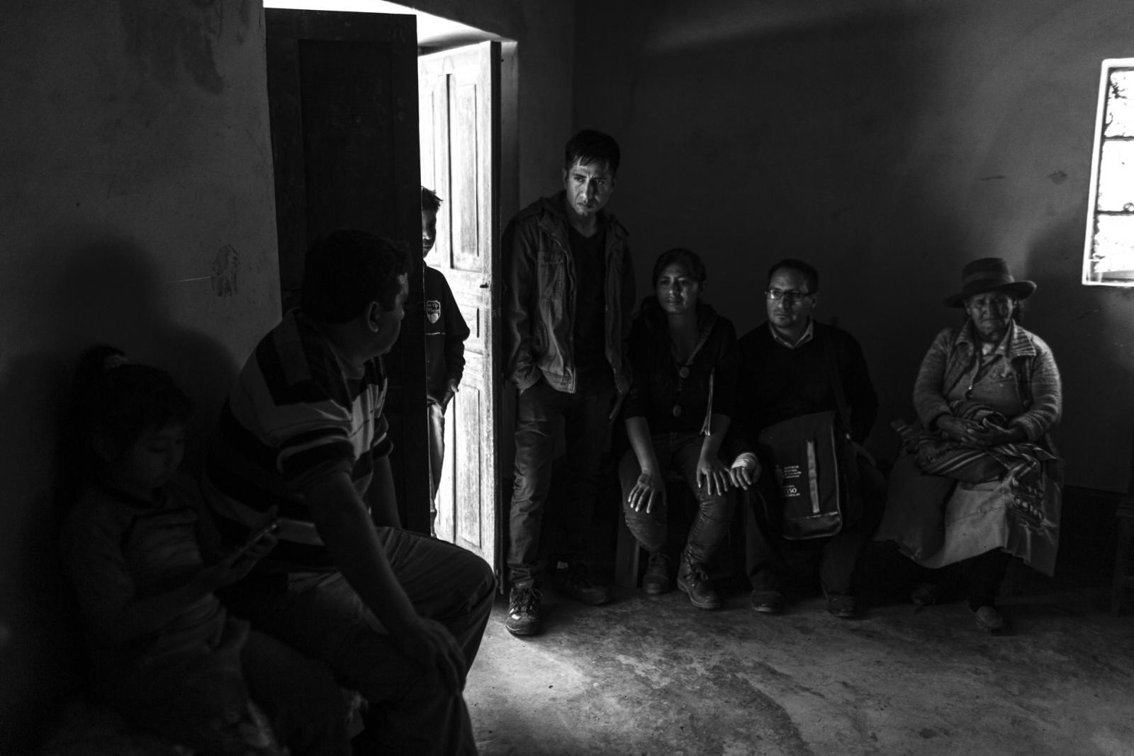 Tras la matanza, hace 34 años, el núcleo de la familia Morales se deshizo y los niños fueron repartidos entre sus tíos fuera de Ayacucho. Al no haber miembros directos de la familia, solidariamente los pobladores construyeron los nichos y organizo la recepción de los.