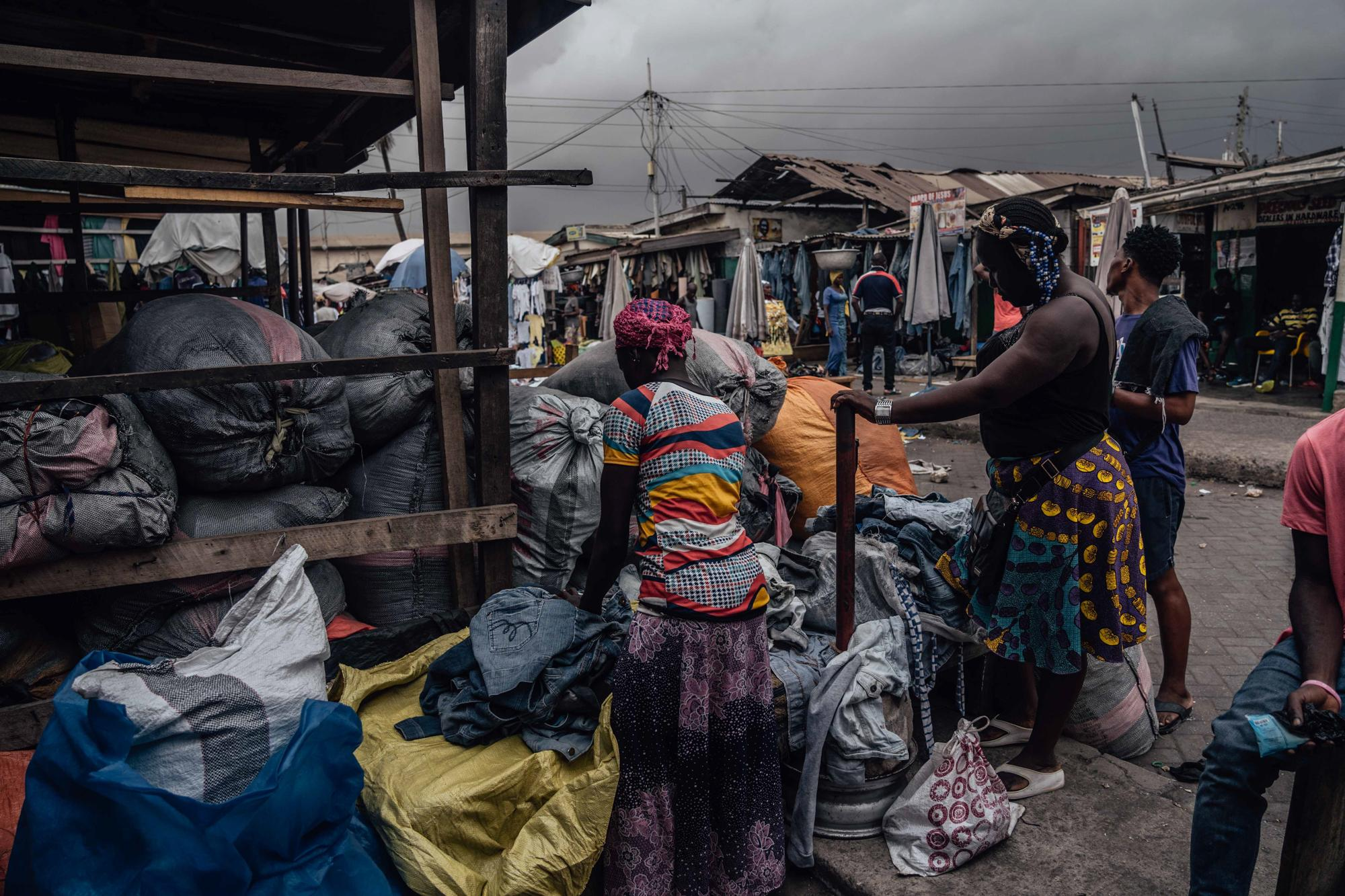 Rahina works as a kayayo (female head porter) at the biggest second hand market Kantamanto in Accra. It is estimated there are more than 160,000 of kayayei in Accra.