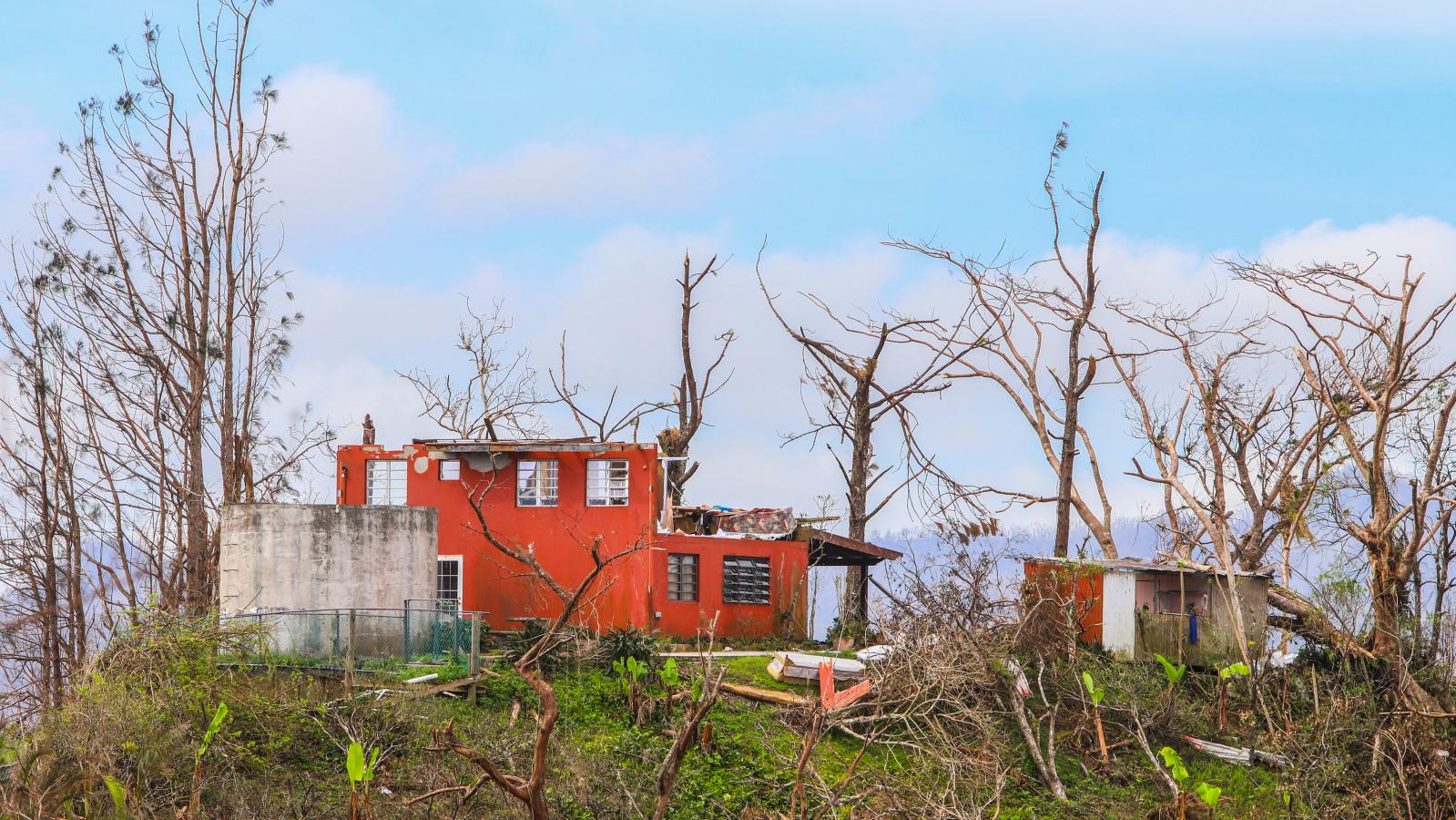 6 de octubre de 2017. NotiCel visita el pueblo de Barranquitas para llevar suministros y reencontrar una familia tras el paso del huracán María.