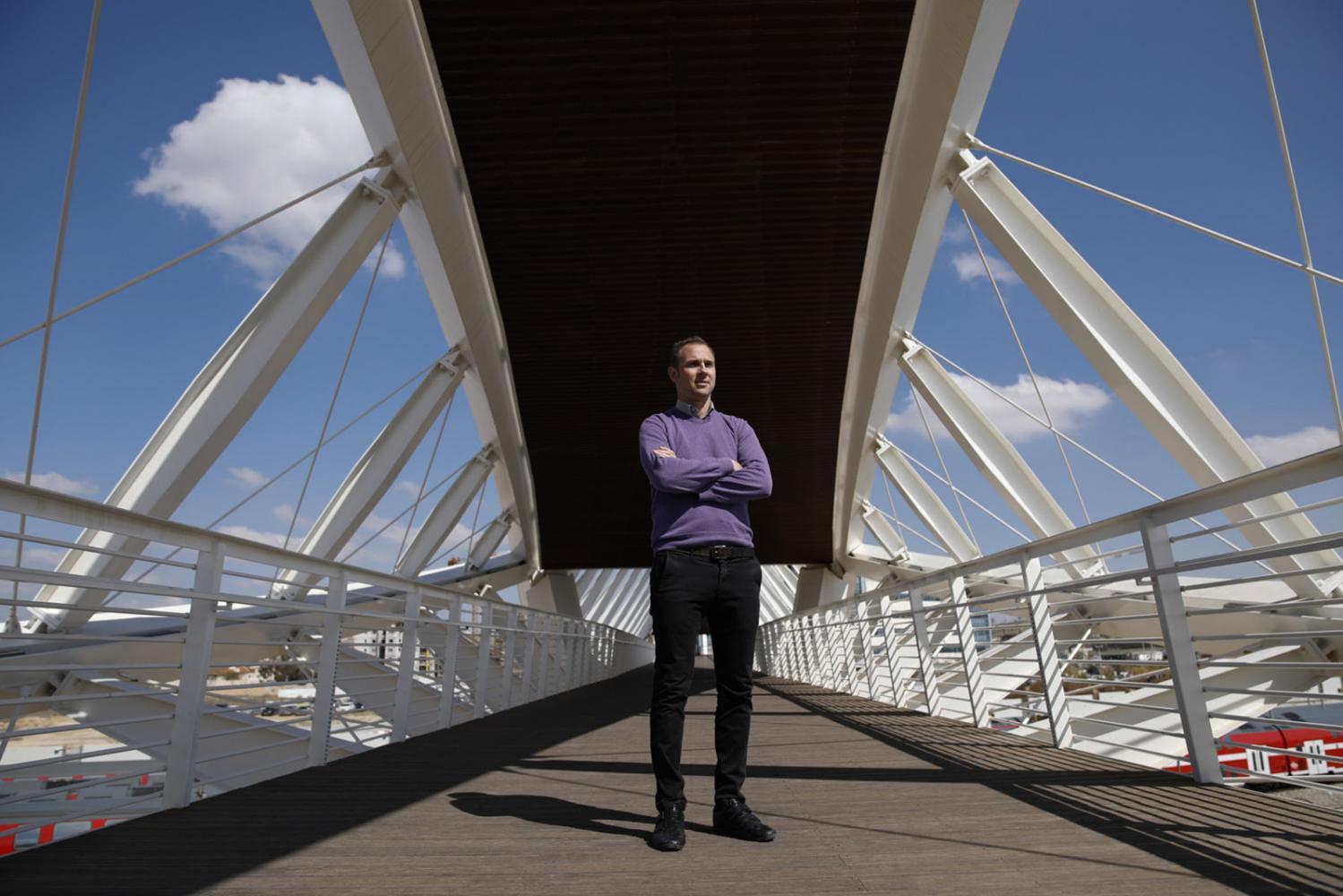 Roy Zwebner, Immobilienentwickler Gav Yam Negev, auf der Doppel-Helix-förmigen Brücke, welche die Ben-Gurion University of the Negev mit dem Gav-Yam Technologies Park verbindet, in Beersheva, Israel, 21.Februar 2017.