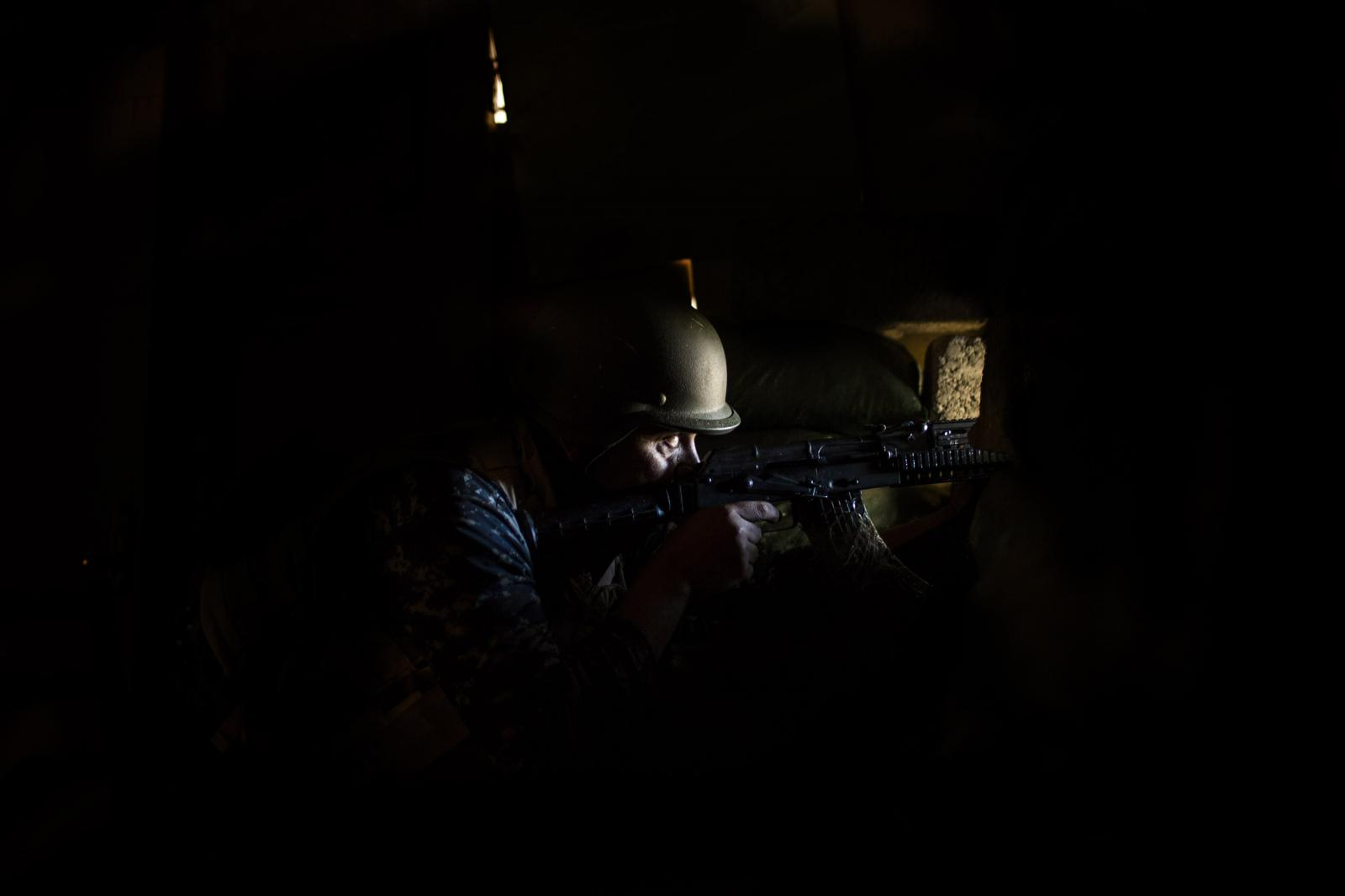 An Iraqi police man holds a position inside Mosul. April 2017. Diego Ibarra Sánchez