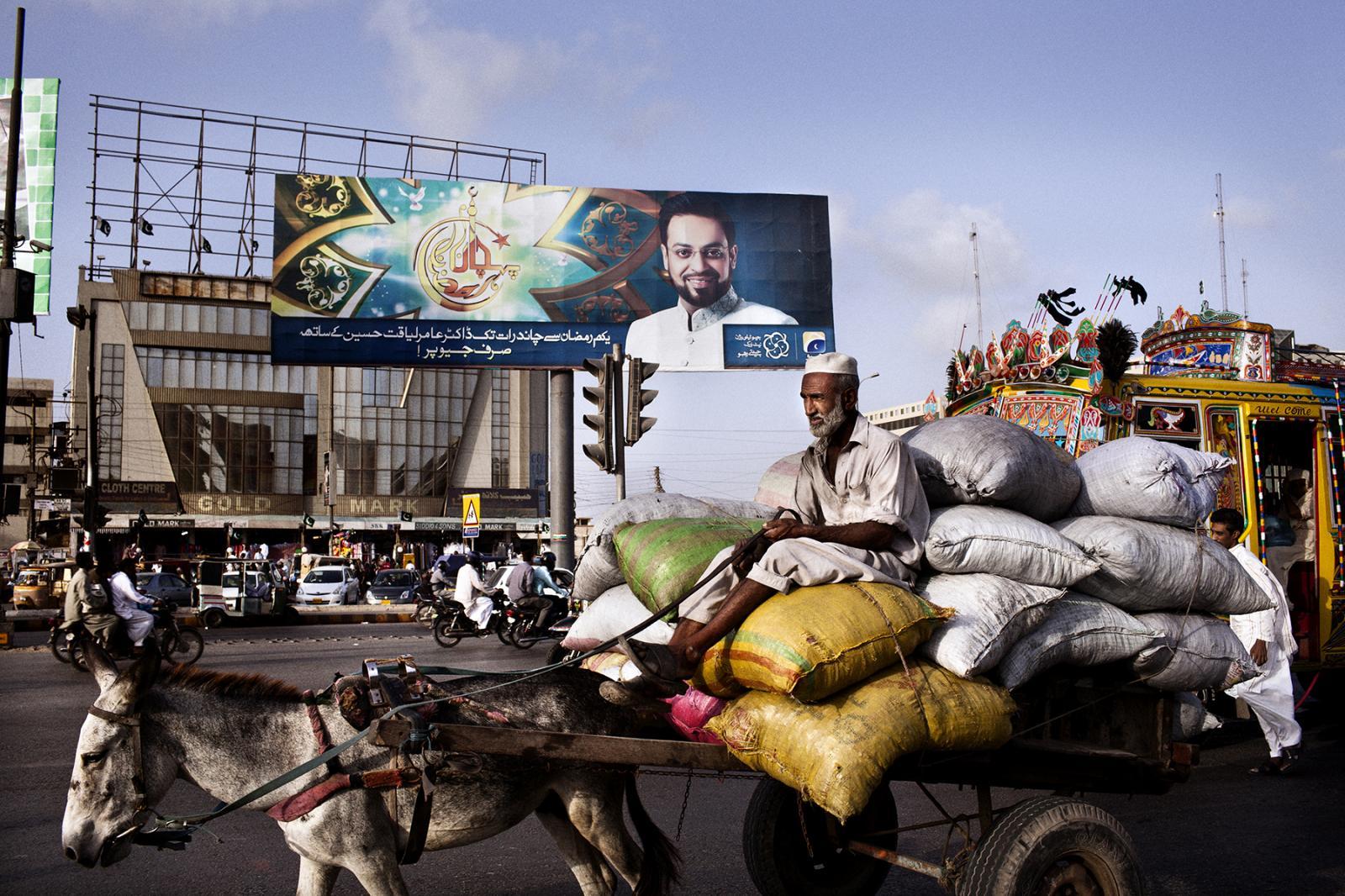 Photography image - Loading Preacher-Pakistan-NYT_02.jpg