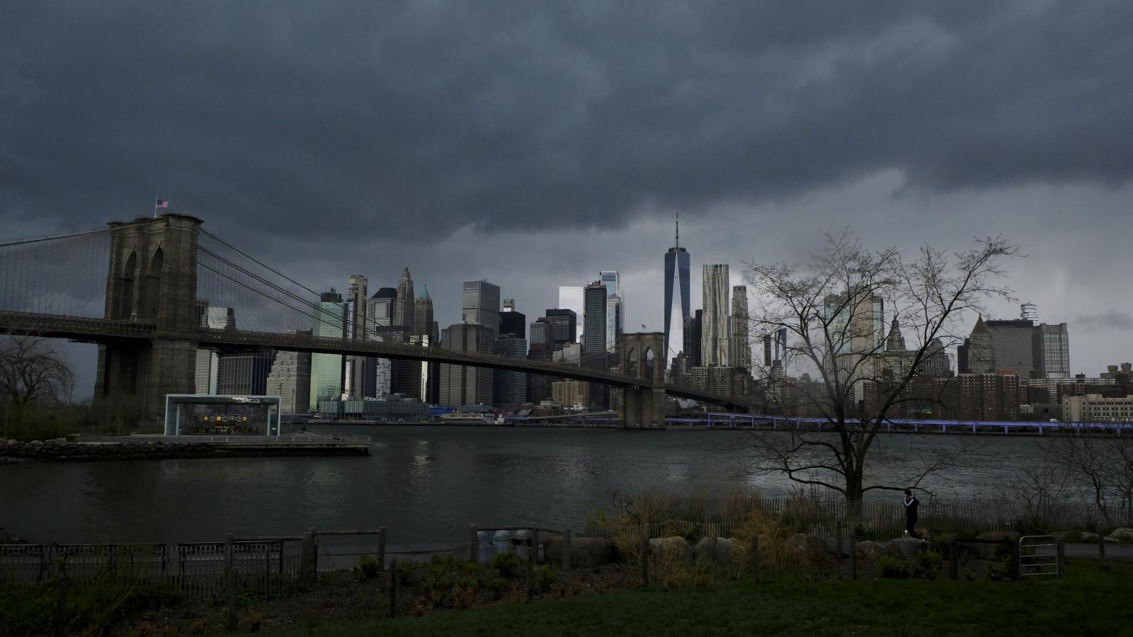 New York - April 21, 2020 -- Heavy clouds are seen over downtown Manhattan Tuesday afternoon just before the National Weather Service issued a severe thunderstorm warning for New York City.(Luiz C. Ribeiro for New York Daily News)