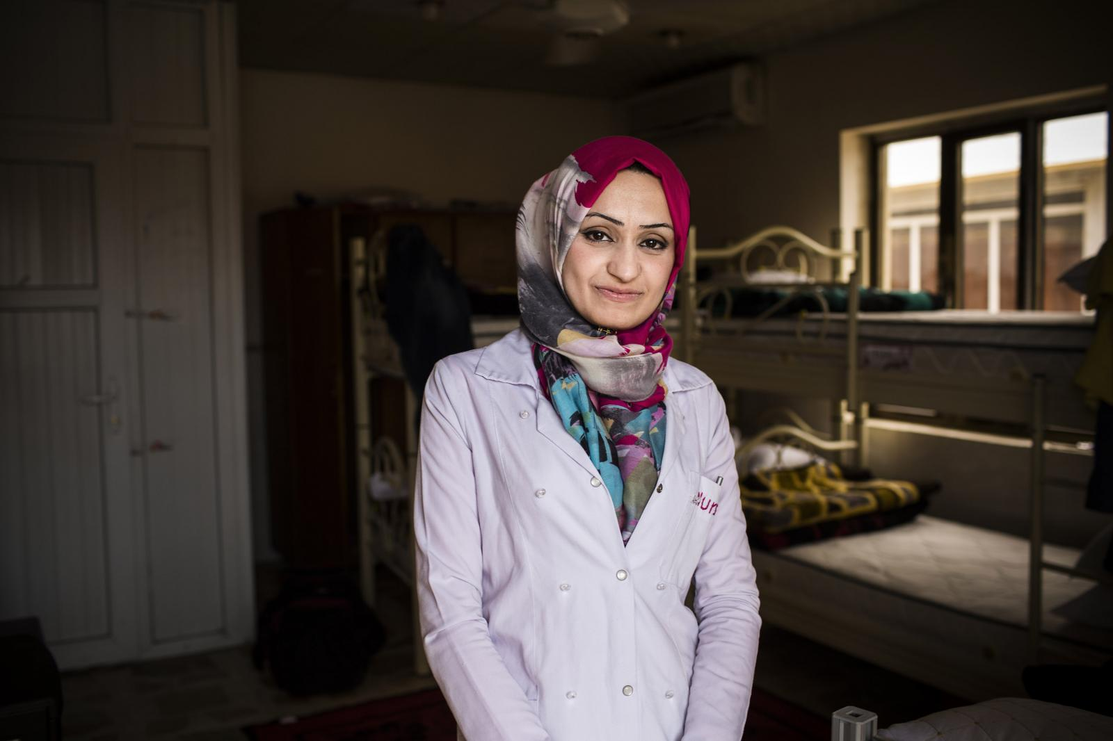 Portrait of Aswan Ismael. She is from East Mosul. She has been working for MSF for the latest two weeks. She worked one year in a Mosul hospital under DAESH´s regimen. After that, she had to quite. Hamdaniya, Iraq 2017. Diego Ibarra Sánchez for MSF
