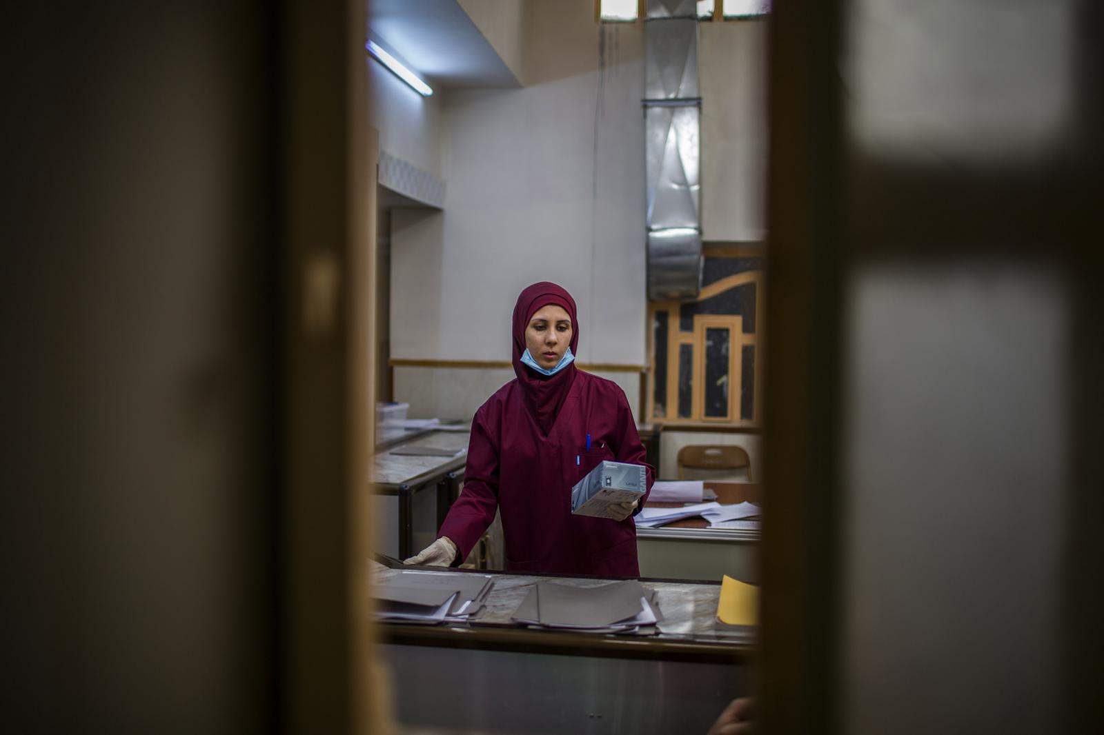 Sarah Younis works at the hospital. She has been working as a nurse for the latest 7 years. Hamdaniya, Iraq 2017. Diego Ibarra Sánchez for MSF