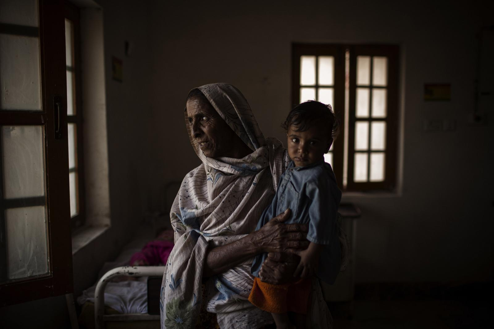 A mother holds her son at the DTC- Tando Allah Yar, in Mir pur Khas District. Child malnutrition was already a serious and persistent problem in Pakistan before the floods. Diego Ibarra Sánchez for WHO