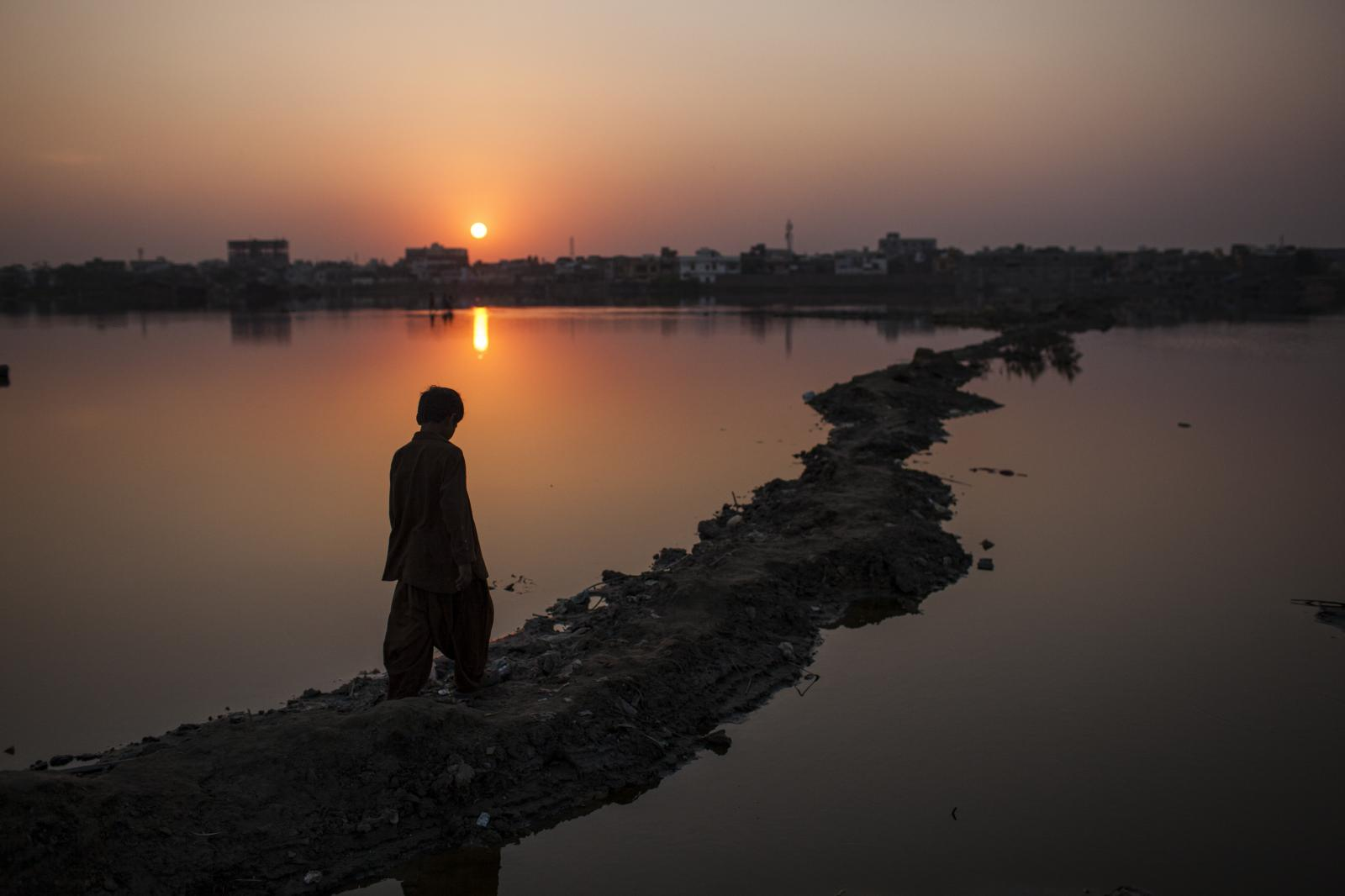 Sunset in Hyderabad's city. Most of the south of the province remains under water. Rains have led to destruction. Diego Ibarra Sánchez for WHO