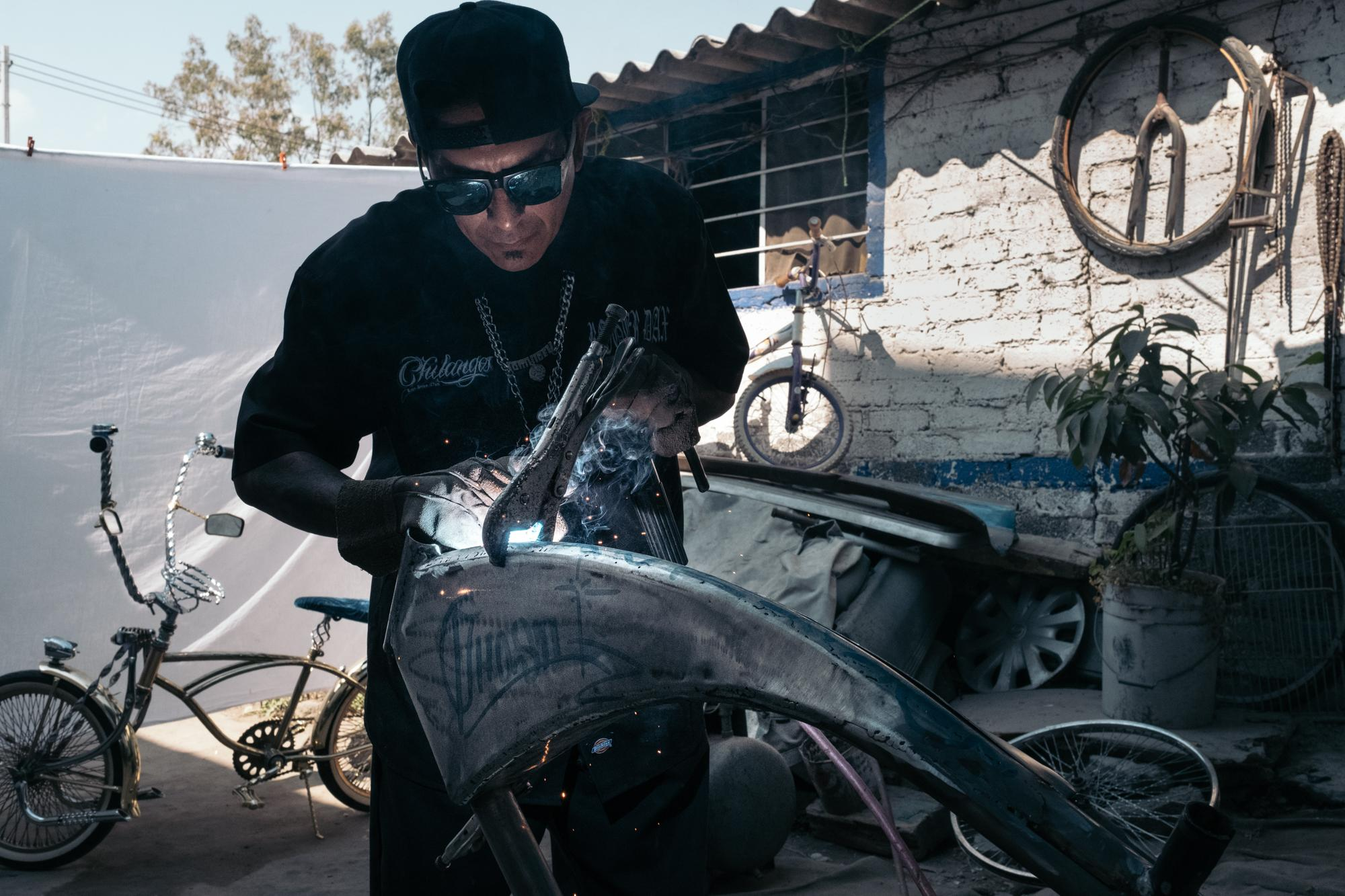 Royer is an auto mechanic; he also builds numerous bike parts for the Club's members. 29/10/17 Ecatepec, Estado de Mexico, Mexico.