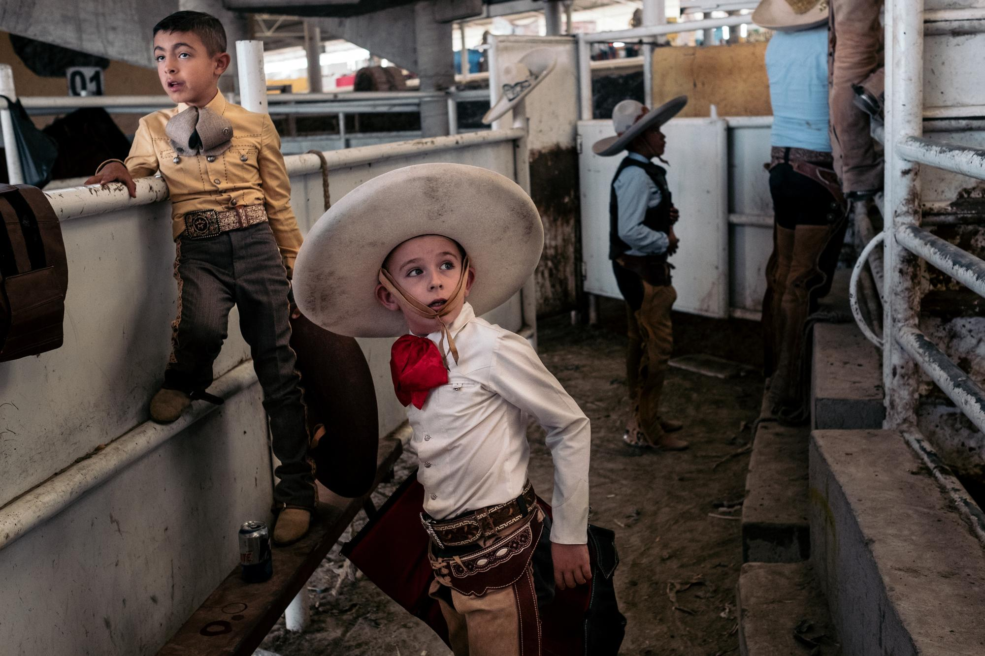 Un jeune Charro se prepare a monter sur un taureau lors du championnat national enfants et adolescents de Charreria. 26/07/18 Ezequiel Montes, Queretaro, Mexique. A young Charro is preparing to ride on a bull at the national championship of Charreria. 26/07/18 Ezequiel Montes, Queretaro, Mexico.