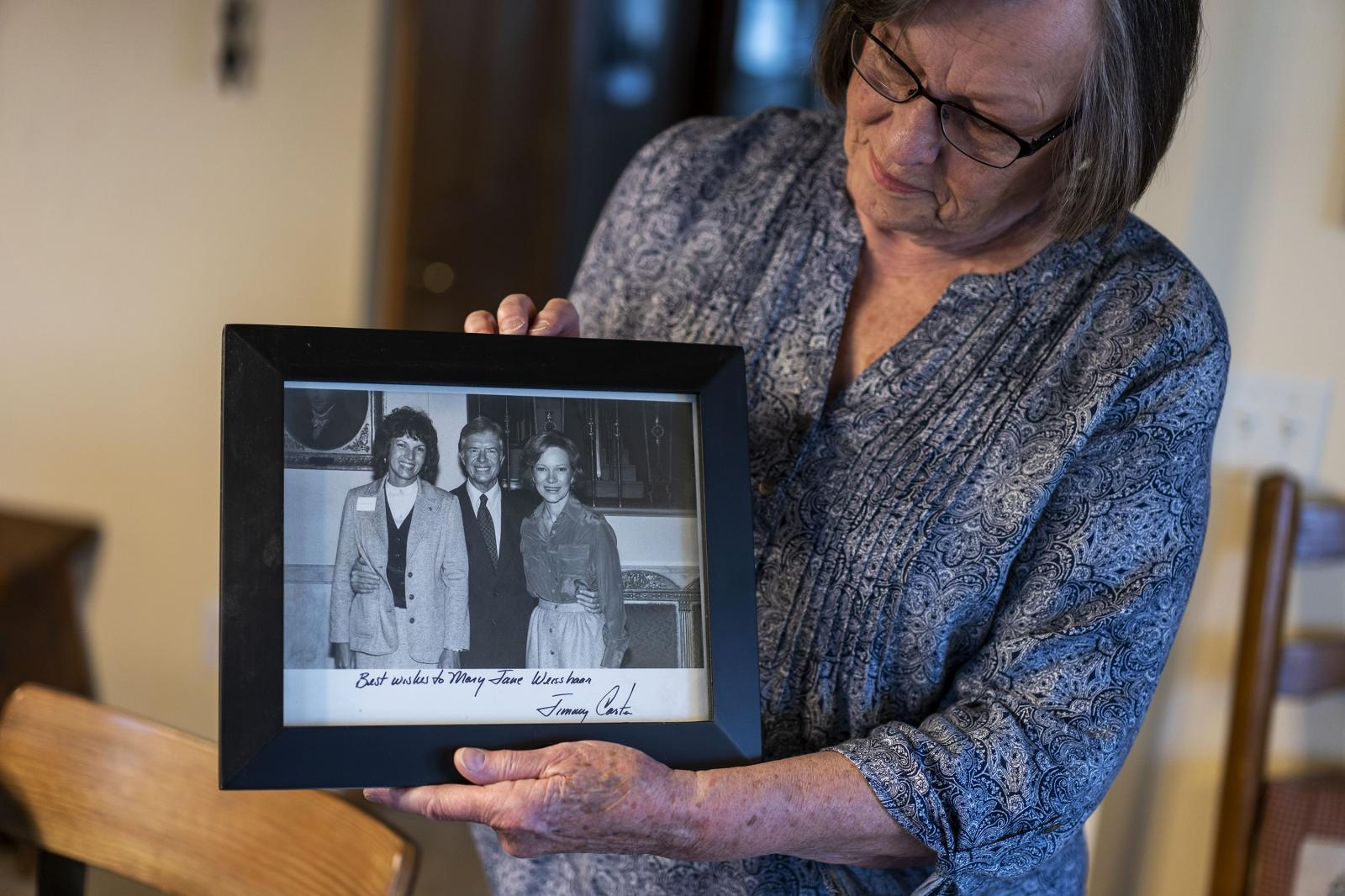 Mary Jane Weisshaar holds a photograph of her with president Jimmy Carter at her home in Creston, Iowa on Thursday, December 12, 2019. KC McGinnis for La Croix L'Hebdo