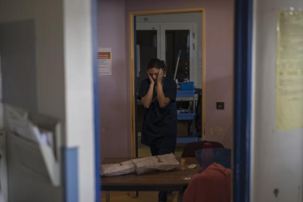 Nurses fight COVID-19 in Arles intensive care unit