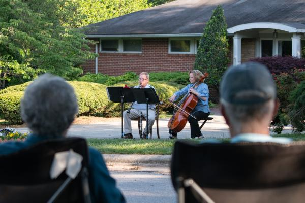 Symphony couple provide weekly performances for their neighbors...  at the foot of their driveway.