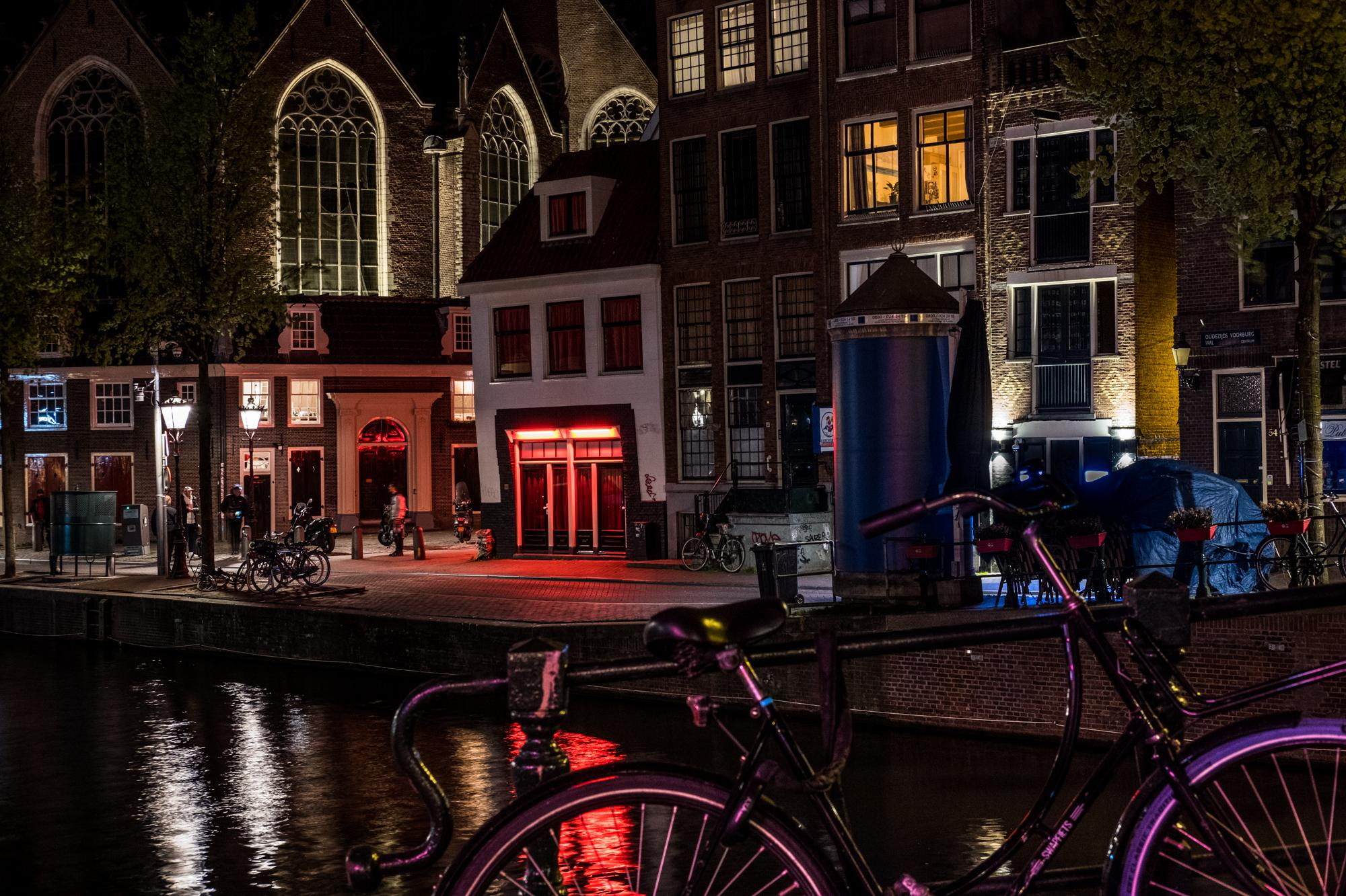The Red Lights of the Wallen continue to shine bright even if commerce has been banned since the 15th of March. Many sex-workers have stopped working, or have turned to do offer their services online.