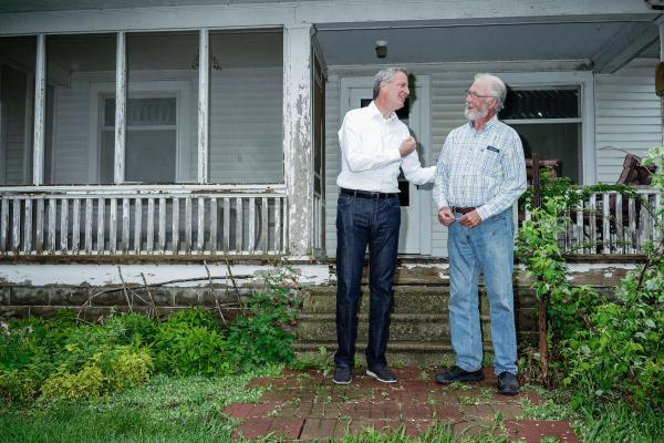 New York City Mayor Bill de Blasio shakes hands with Iowa resident and farmer George Naylor after participating in a round table discussion at his home in Churdan, Iowa on Friday, May 17, 2019. KC McGinnis for The New York Post