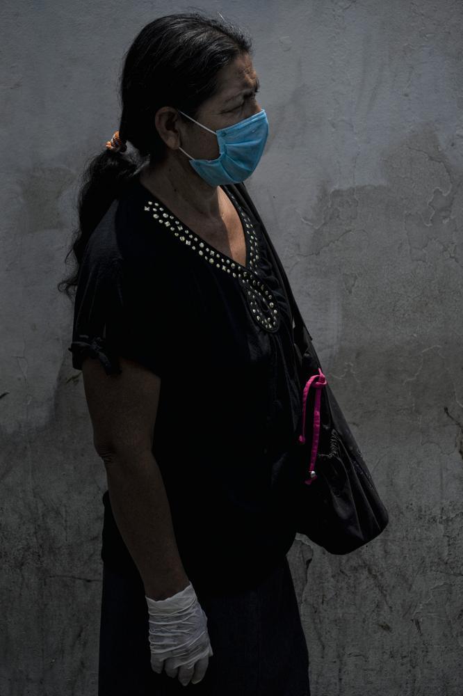 Photography image - Loading Juan_Carlos_COVID19_Portraits_Quarantine_005.jpg