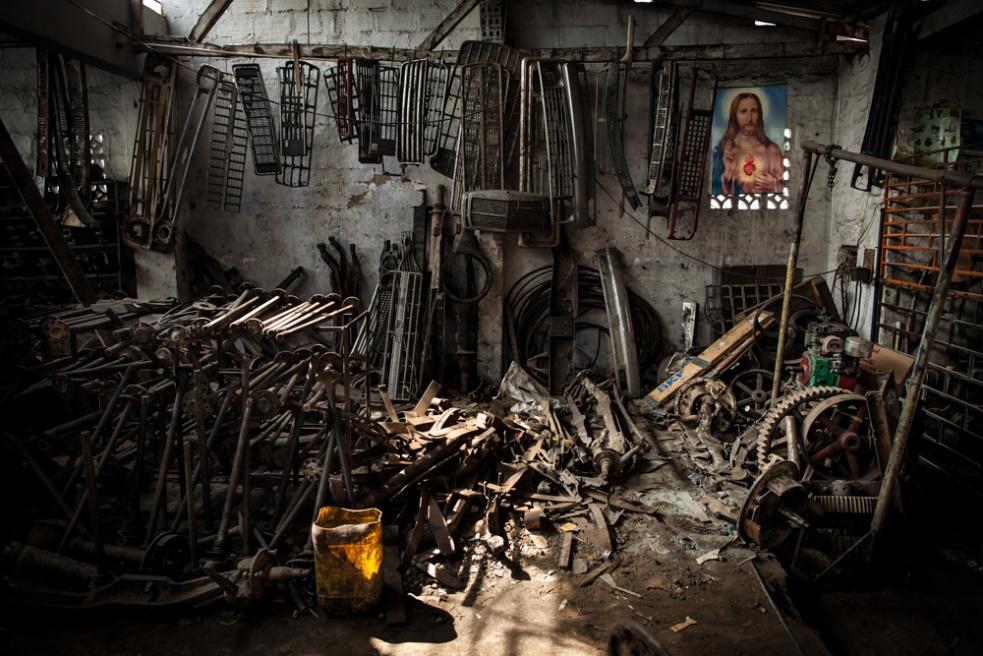 Art and Documentary Photography - Loading BarrioTriste-arrejuan-03.jpg