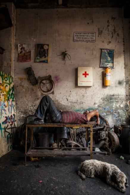 Art and Documentary Photography - Loading BarrioTriste-arrejuan-04.jpg