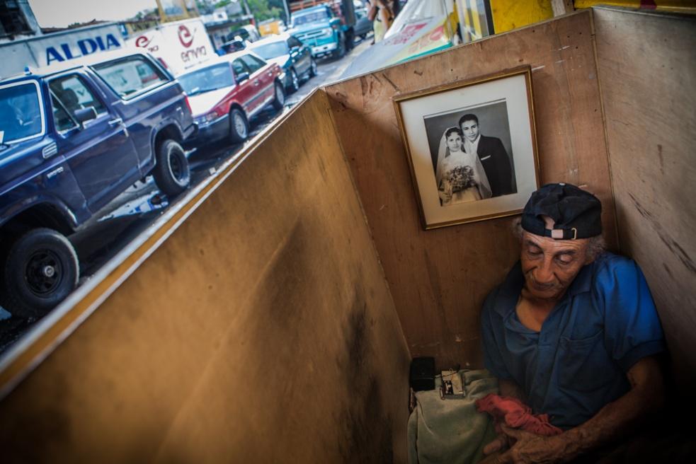 Art and Documentary Photography - Loading BarrioTriste-arrejuan-09.jpg