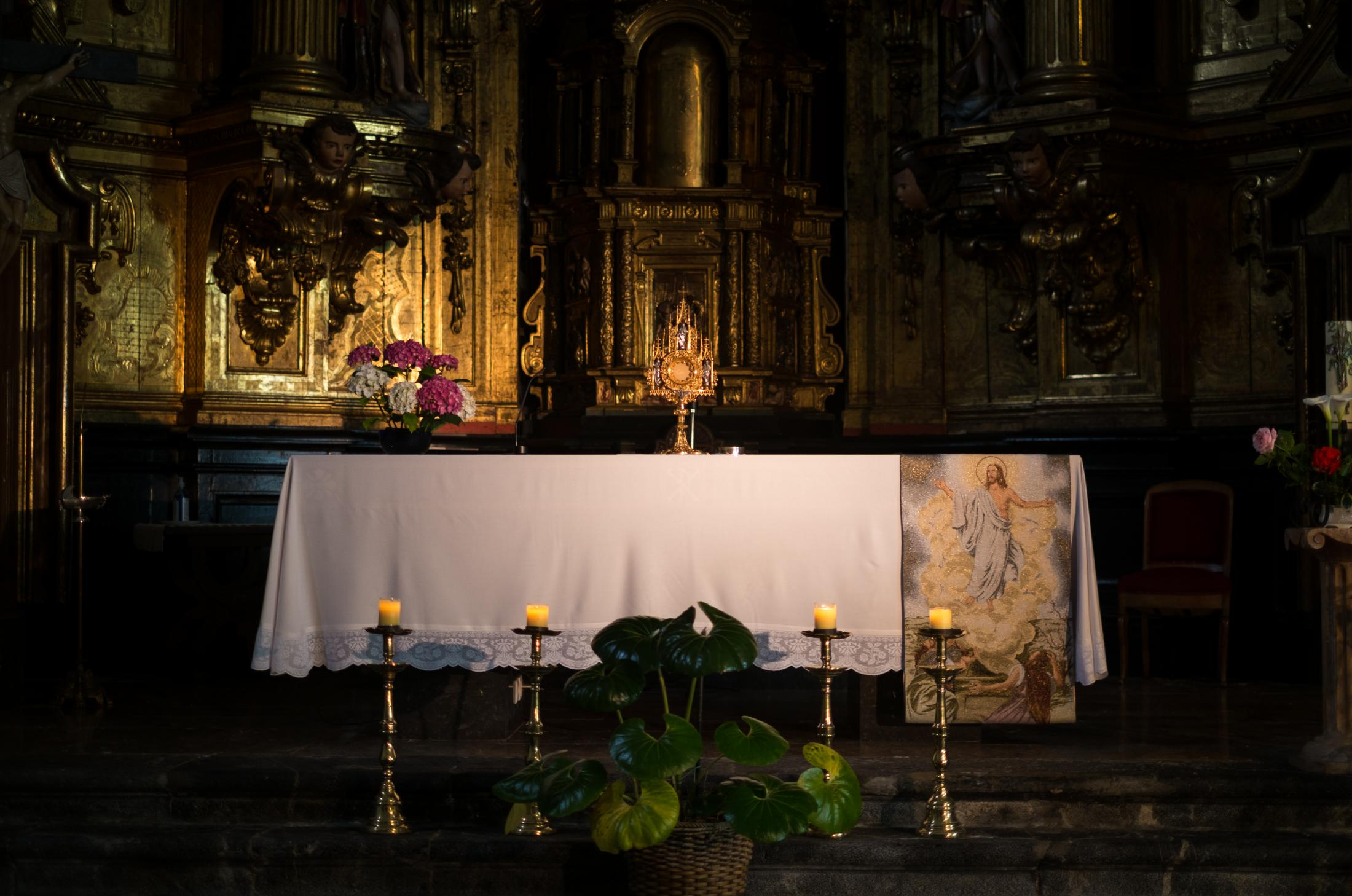 Altar of the church in monastery Santa Clara.