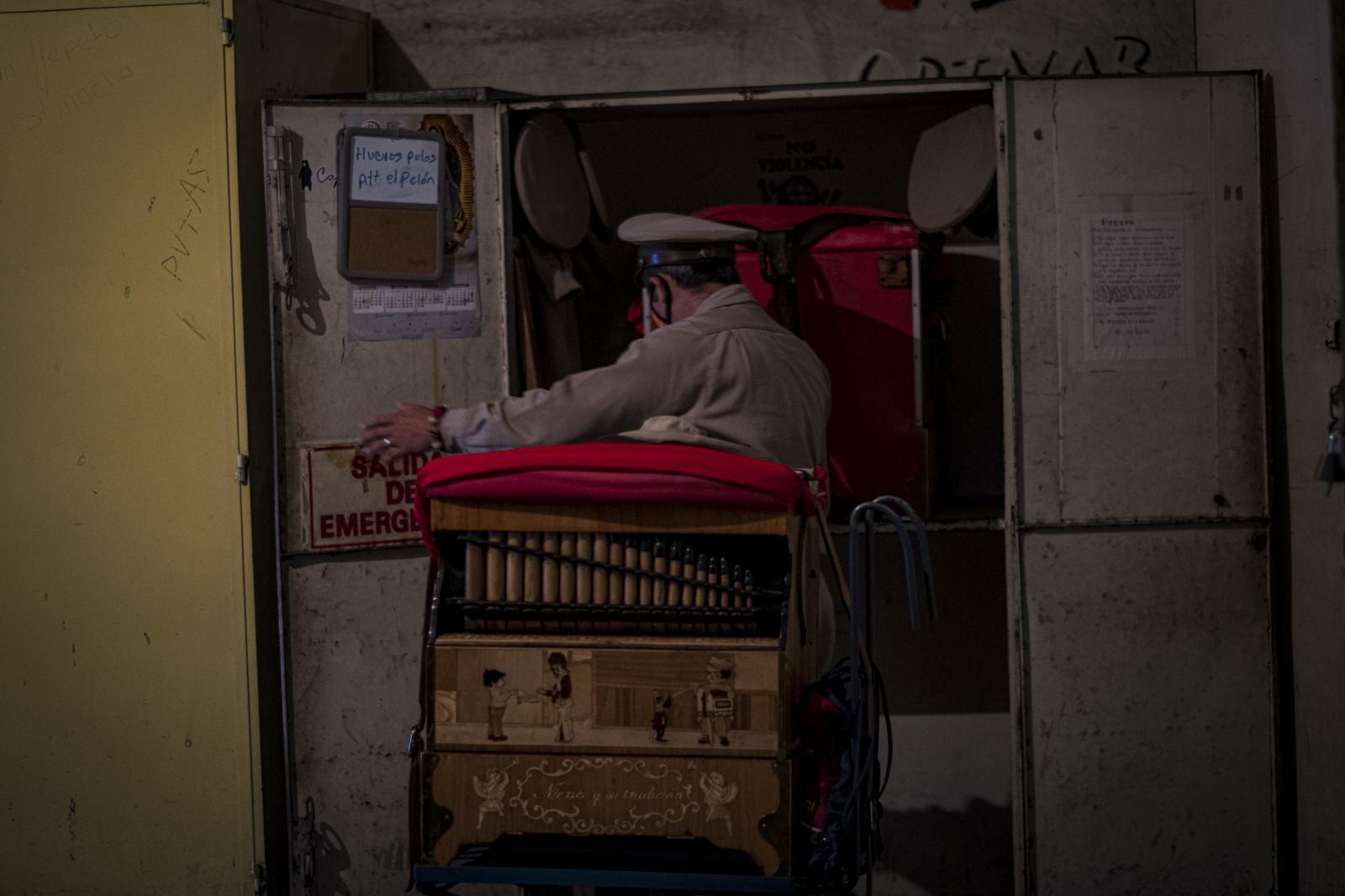 Photography image - Loading Organilleros_en_tiempos_de_covid_19-2.jpg