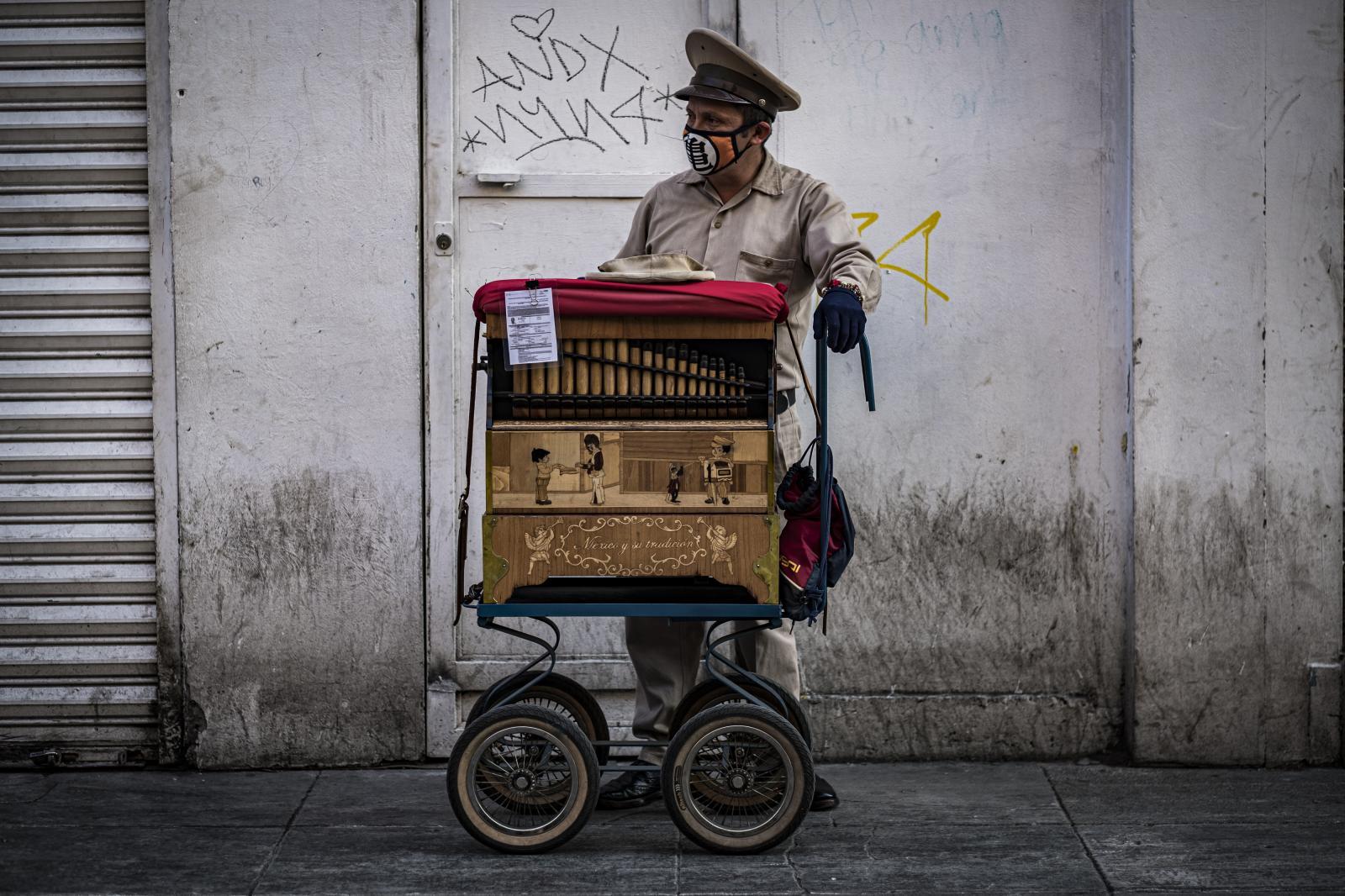 Photography image - Loading Organilleros_en_tiempos_de_covid_19-5.jpg
