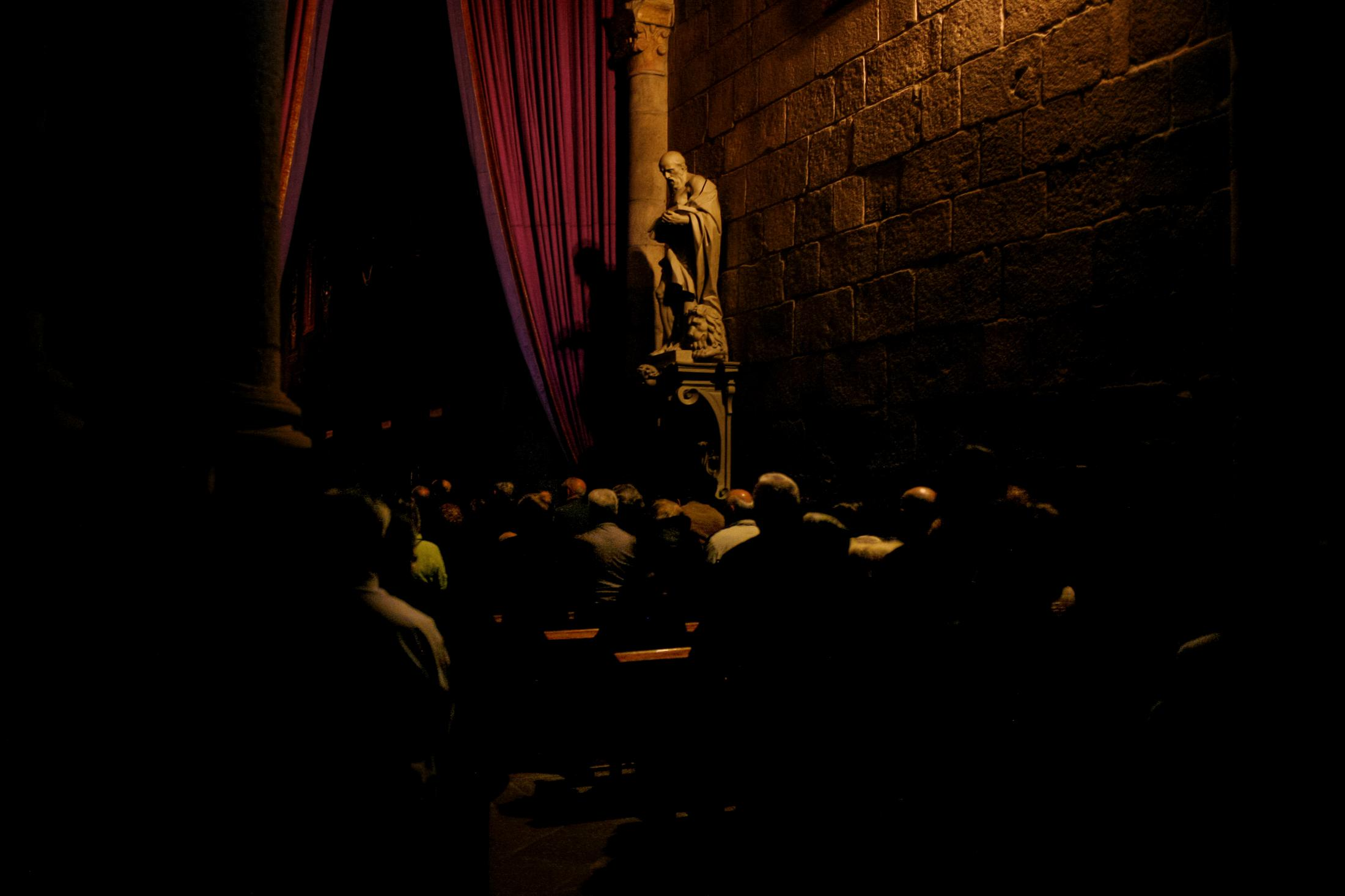 """Mass inside Braga Cathedral, before the procession of """"Ecce Homo""""."""