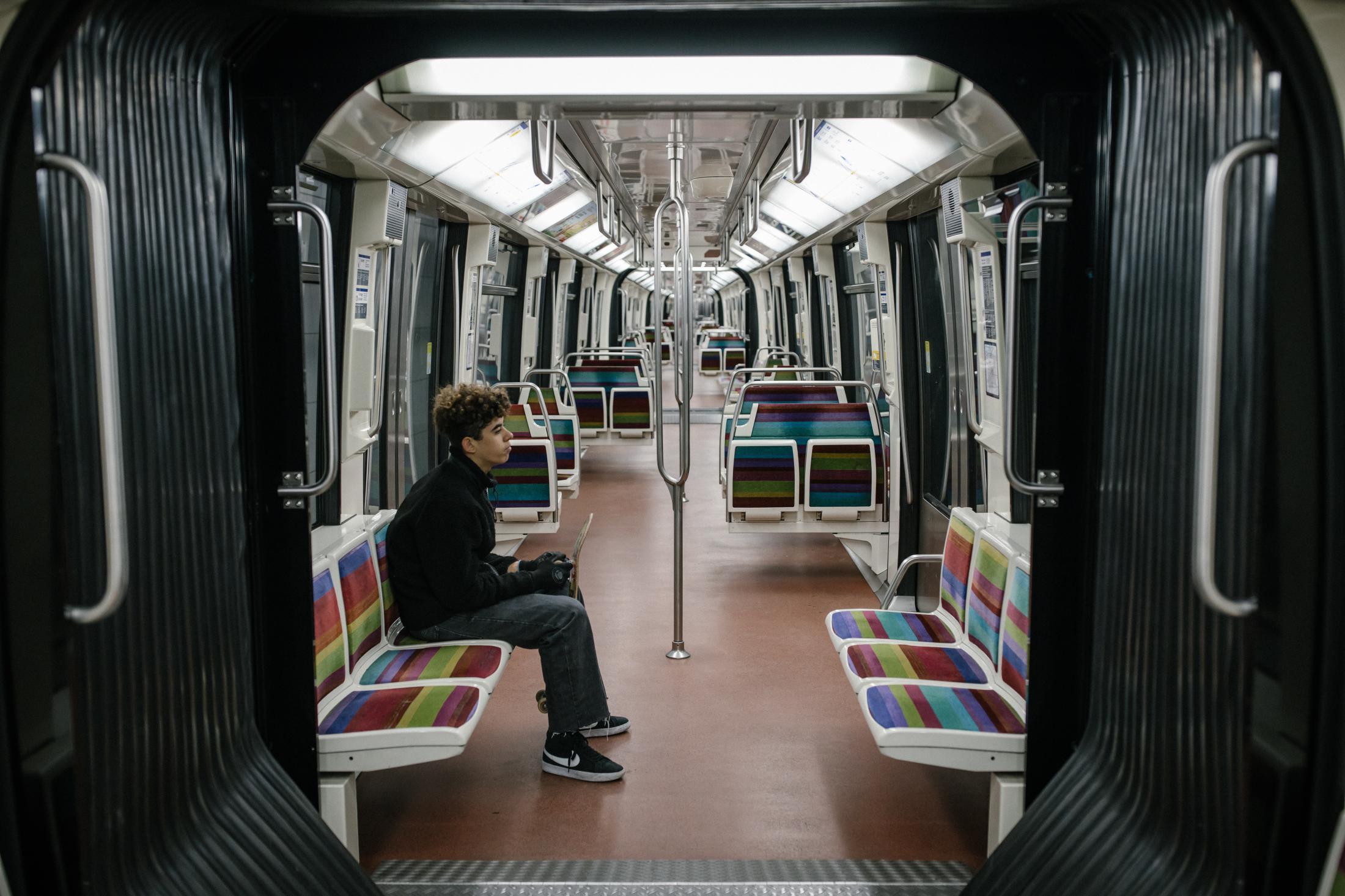 22 mars 2020 Jour 7 confinement. Dans le métro, ligne 1, peu de passagers.