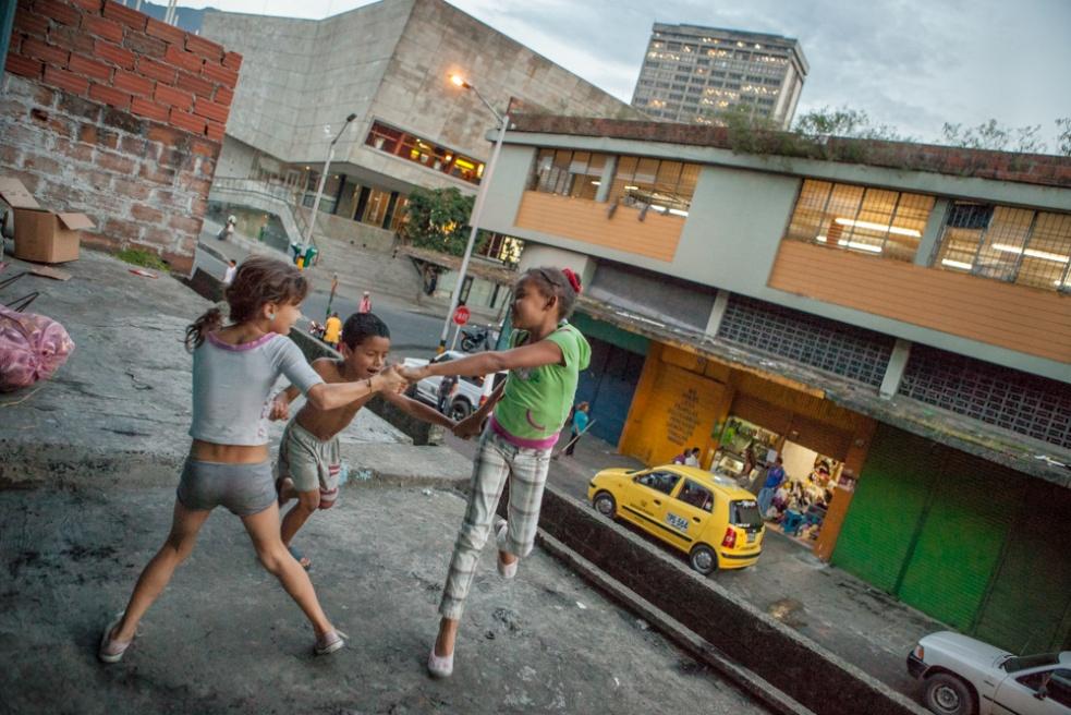 Art and Documentary Photography - Loading BarrioTriste-arrejuan-31.jpg