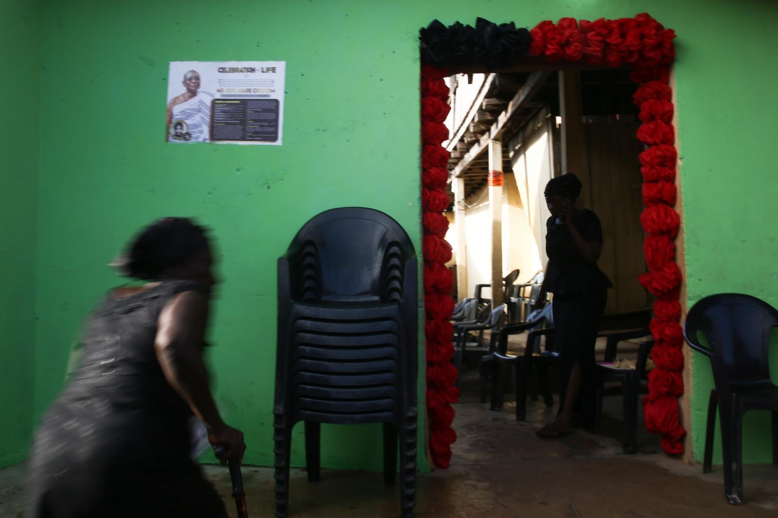 Photography image - Loading INTERMENT-NIPAH-DENNIS-GHANA-02.jpg