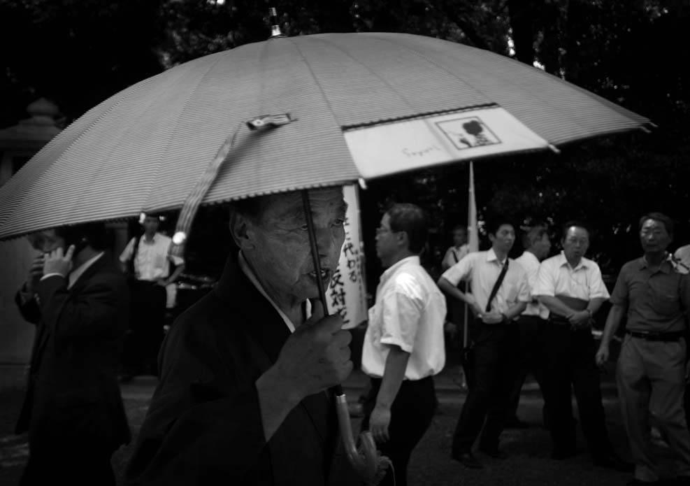 A man in a kimono dress pays a visit to Yasukuni Shrine on August 15th, 2008.