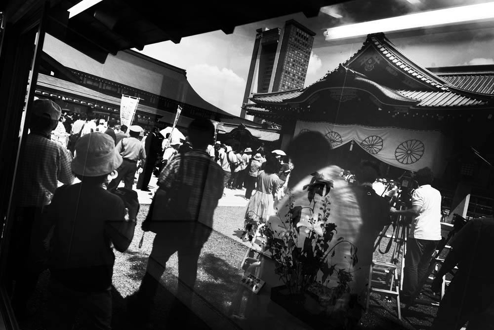 Yasukuni Shrine's Main Hall(Haiden) is reflected on the showcase of Ikebana, Japanese Art of flower arrangement, on August 15th, 2008.