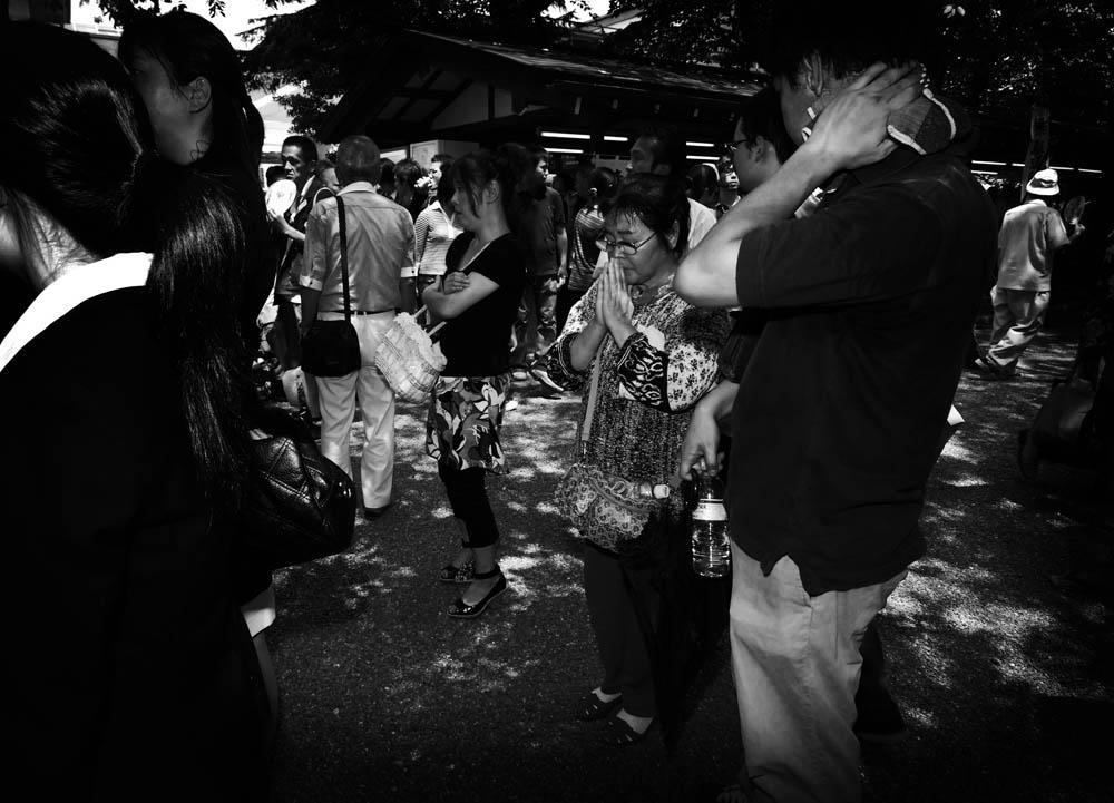 People pay their respects to the war dead at Yasukuni Shrine on August 15th, 2008.