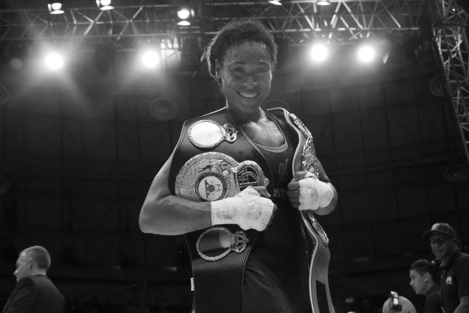 Hanna Gabriel luego de ganar la pelea por nocaut al derribar Katia Alvariño durante La Batalla de campeonas. 18.06.2016, Maiquetía, Venezuela.