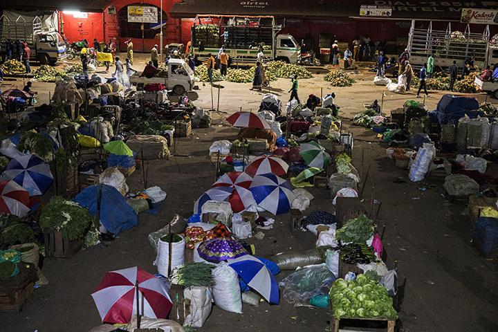 Traders sleeping at Nakasero market following a directive from President Museveni that all vendors should sleep in markets for to avoid contact with their families to curb the COVID-19 coronavirus in Uganda, on April 07, 2020. - Ugandan President Yoweri Museveni on Monday, March 30, 2020, ordered an immediate nationwide lockdown in a bid to halt the spread of the coronavirus.