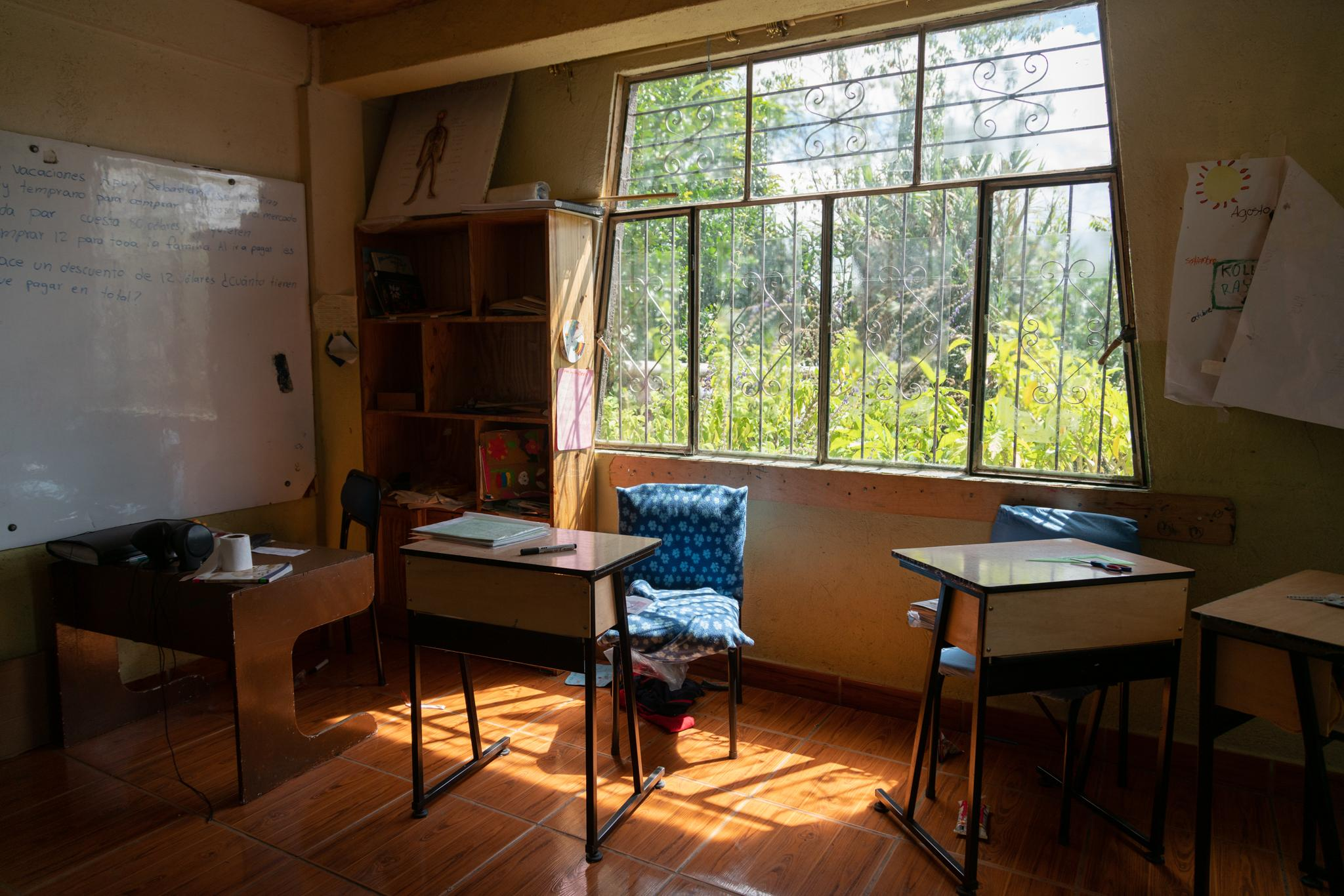Empty school, just as the students left it on the last day of school, before the quarantine began in Quito on March 16. Yachay Wasi, Bilingual Intercultural Community Education Center, is an institution that works with contributions from the Government and, above all, with donations and small monthly financial contributions from some families of the students. The school has 70 students between 5 and 13 years old. The monthly value per child is $ 35 and for many families it is priceless. They propose a community education, based on the values ​​and wisdom of indigenous, respect of mother earth, combining with contemporary knowledge. Most of its students are migrant farmers from other regions of the country, so learning from the school's biodiverse crops is a requirement. The school started illegally after the indigenous uprising in the 90s, its principals are indigenous. In 2001 they legalized the school. Due to the Pandemic-Covid19 the teachers prepare their classes and share them with the children through WhatsApp and Zoom. Most students have Internet access at home or on their cell phones. Most families have a single digital device. Teachers print assignments weekly for families who do not have internet acces. The teachers' challenge is to generate educational material and that the students do not stop studying. Photographer: Ana María Buitron. Quito, Ecuador. La escuela vacía, tal como la dejaron el último día de clases los estudiantes, antes de que inicie la cuarentena en Quito el 16 de marzo. Yachay Wasi, Centro Educativo Comunitario Intercultural Bilingüe. Es una institución que funciona con aportes del Estado y se sostiene sobre todo con donaciones y pequeños aportes económicos mensuales de algunas familias de los estudiantes. La escuela tiene 70 estudiantes entre 5 y 13 años. El valor mensual por niño es $35 y para muchas familias resulta impagable. Proponen una educación comunitaria, basada en los valores y sabidurías de los campe
