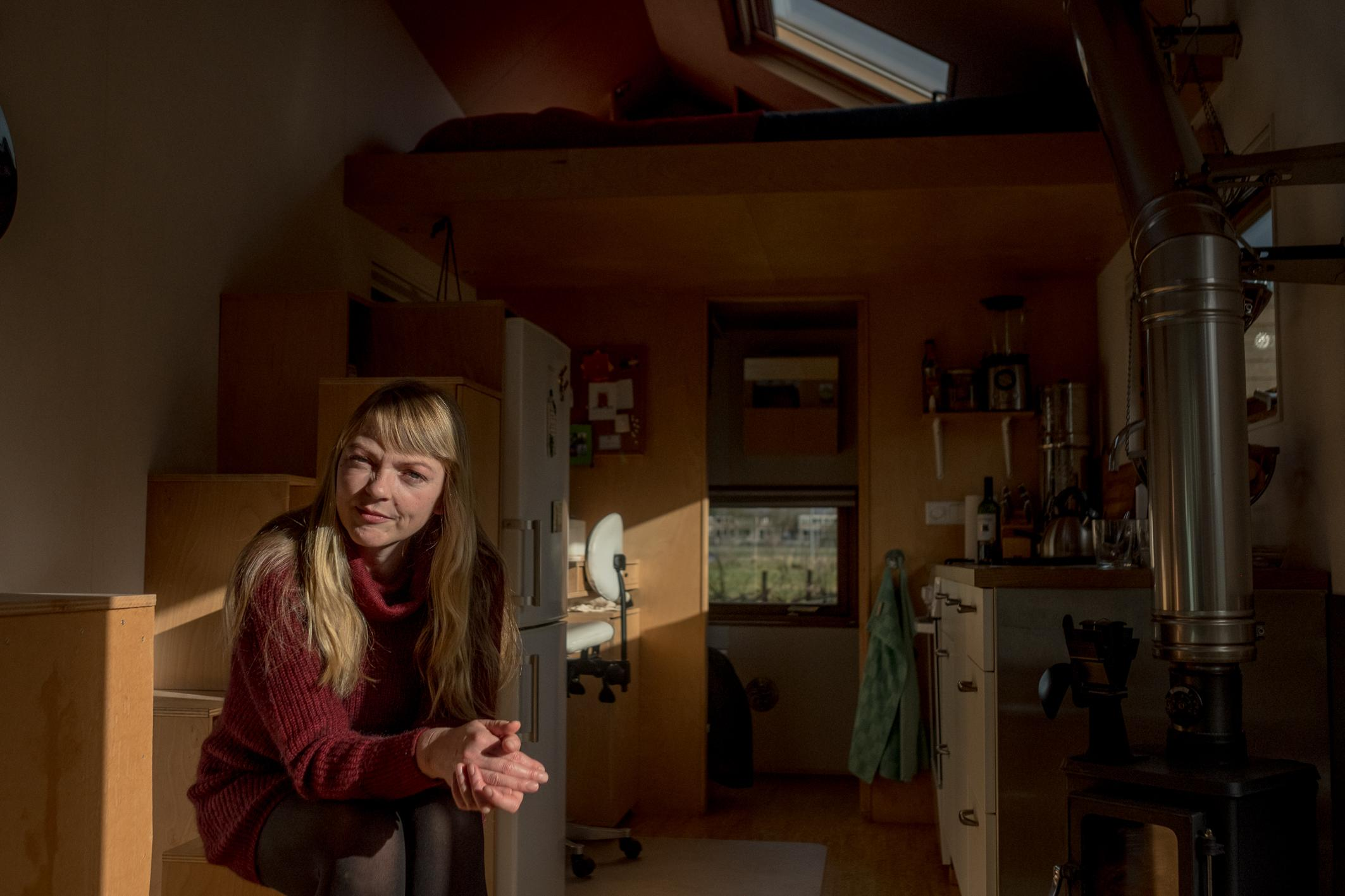 """Marjolein Jonker is a Dutch pioneer and among the first to live in a Tiny House in The Netherlands: """"And look at where we are now? A challenge is the scarcety of ground and to find a permanent place to stay. But in the past few years we have achieved so much: municipalities increasingly take us serious and the movement is still growing. With the Covid-19 crisis I expect tiny house living to become even more attractive. Sustainability and independence of the system are core-values for many."""""""