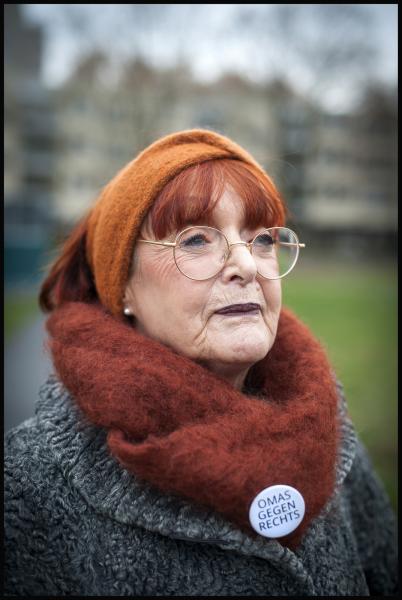 Renate: Wir sind Frauen in den 60ern und 70ern, und wir haben etwas zu sagen, was die Rückkehr des Faschismus betrifft.