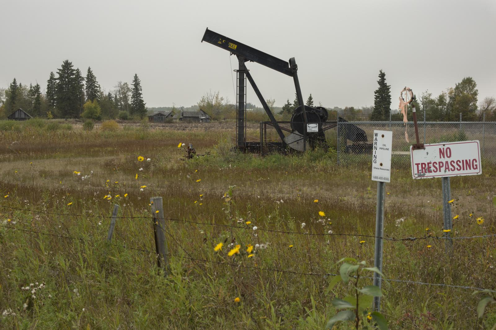 Photography image - Loading AlecJacobson_ZombieOilWells_70.JPG