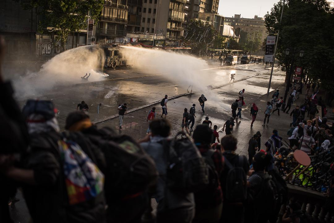 Chile 29 October 2019, hundreds of people marched toward the palace of currency for exiguir to President Sebastian Piñera destitucion of its charge